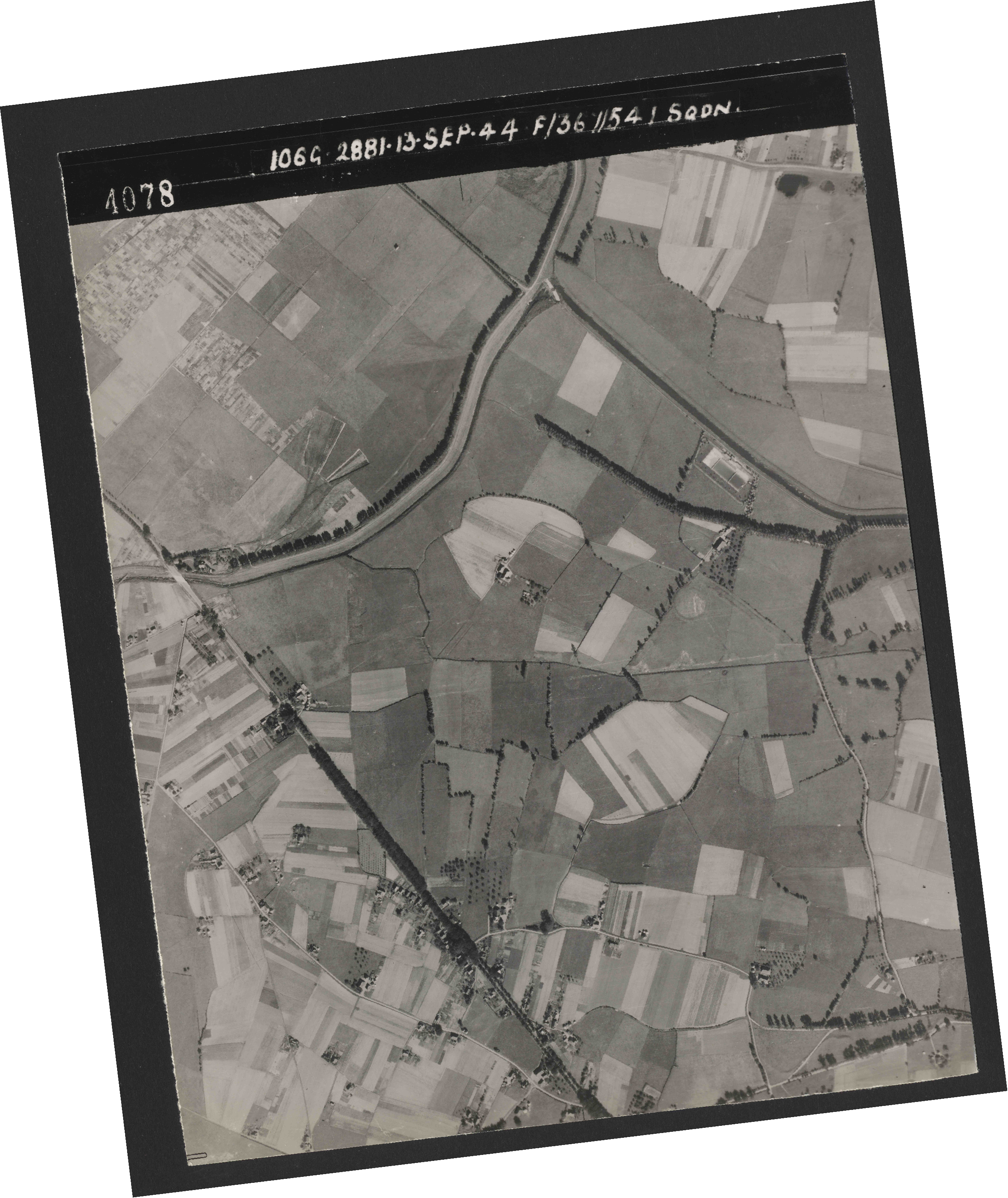 Collection RAF aerial photos 1940-1945 - flight 298, run 18, photo 4078