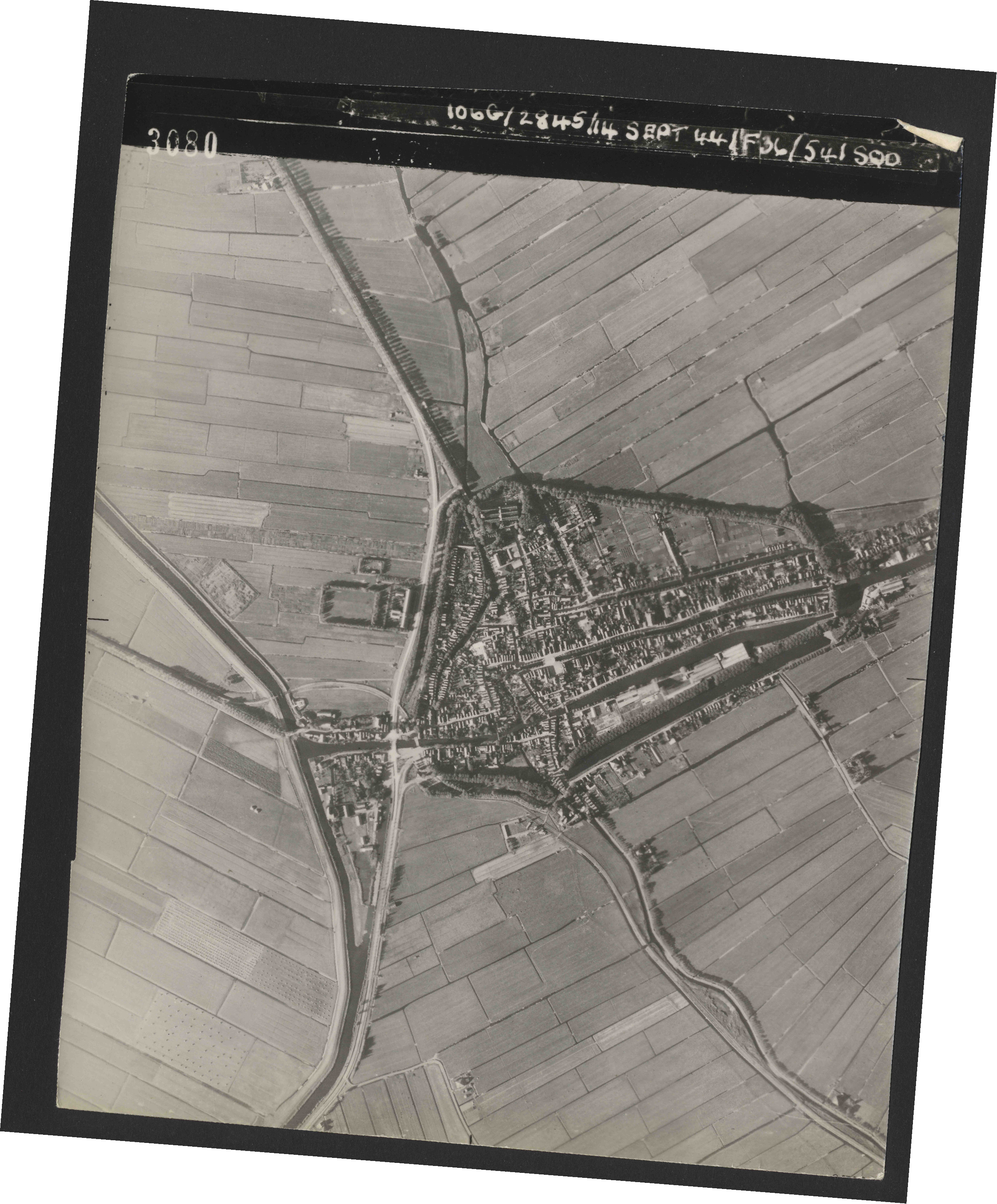 Collection RAF aerial photos 1940-1945 - flight 299, run 03, photo 3080