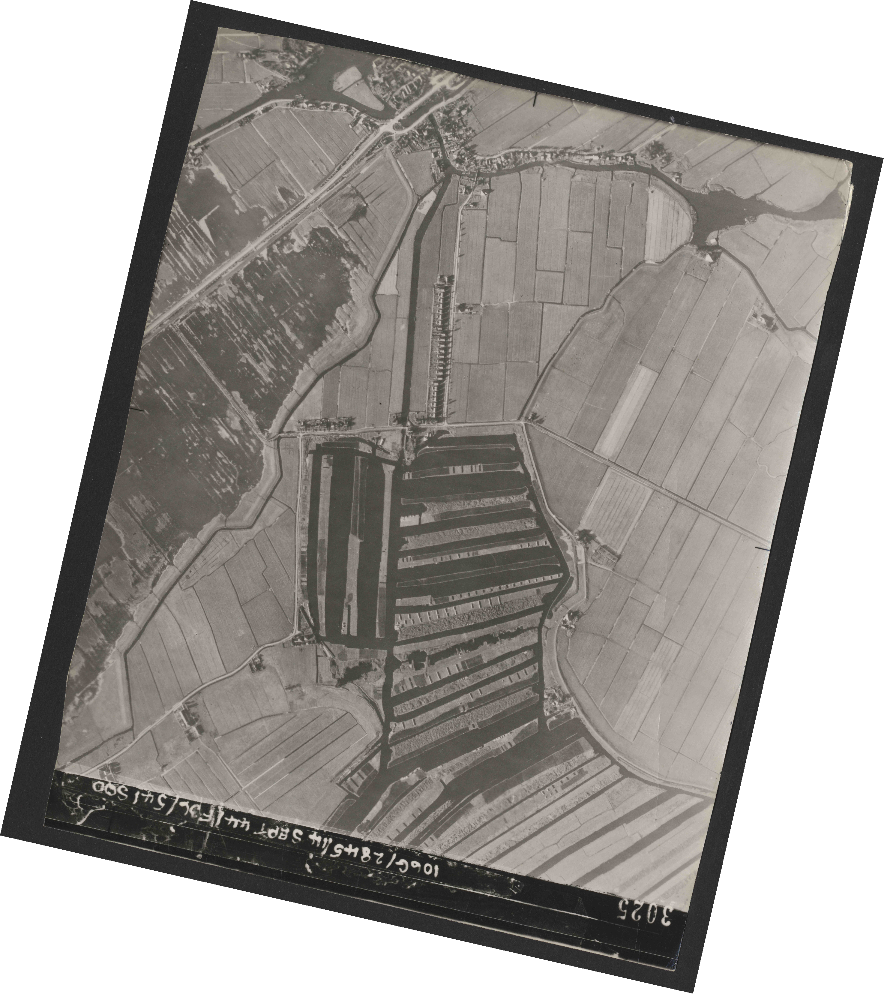 Collection RAF aerial photos 1940-1945 - flight 299, run 08, photo 3025