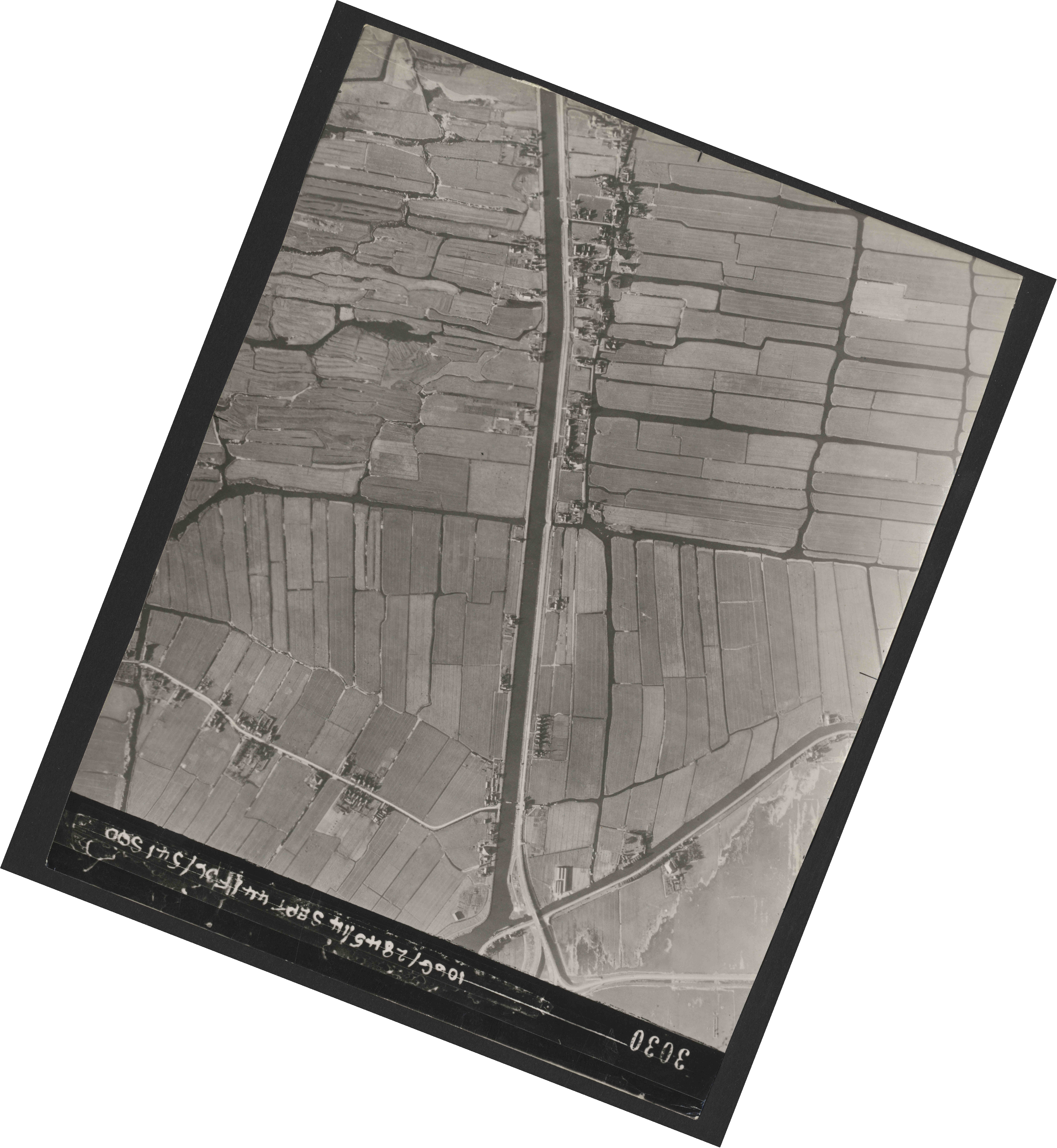 Collection RAF aerial photos 1940-1945 - flight 299, run 08, photo 3030