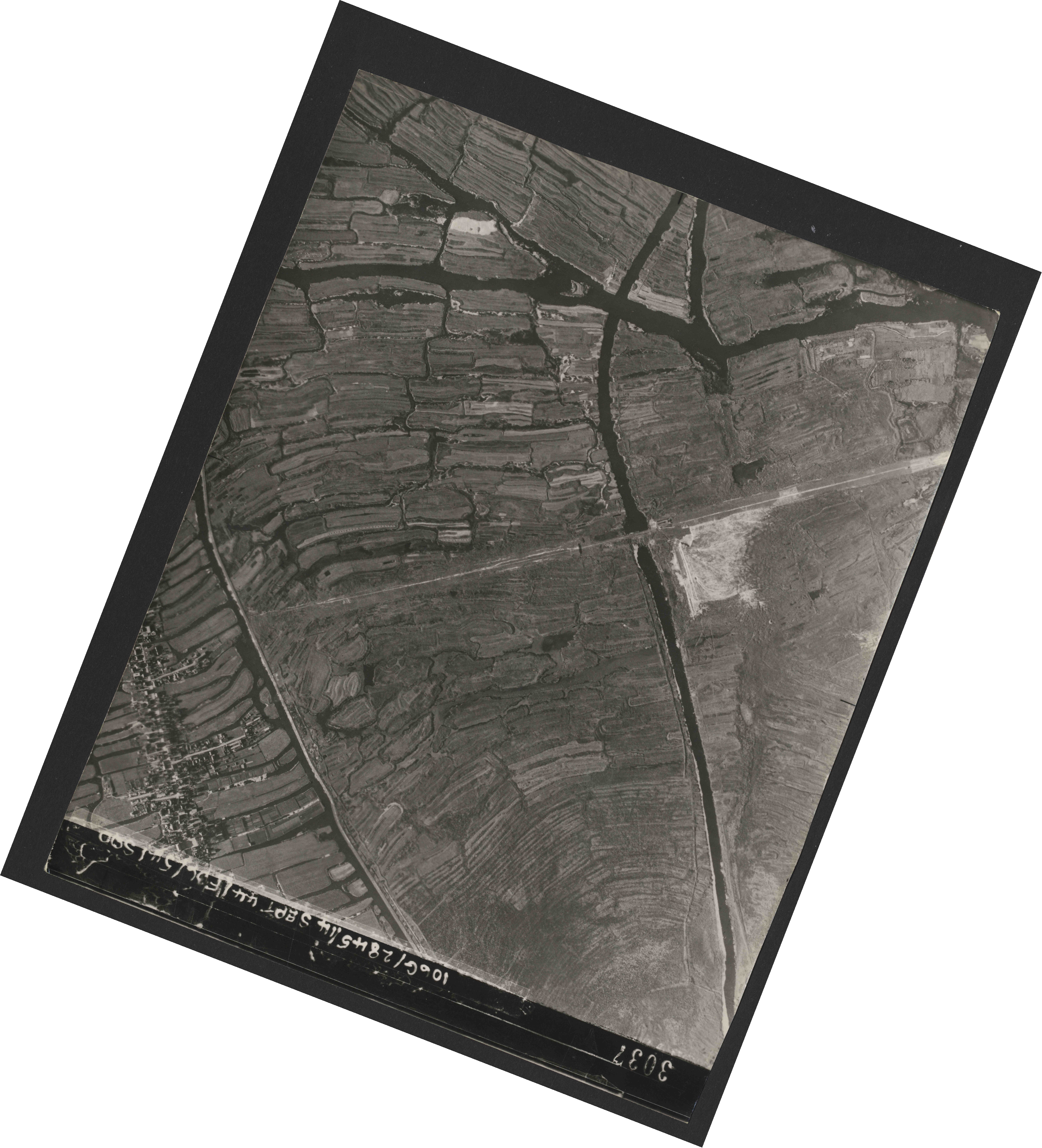Collection RAF aerial photos 1940-1945 - flight 299, run 08, photo 3037