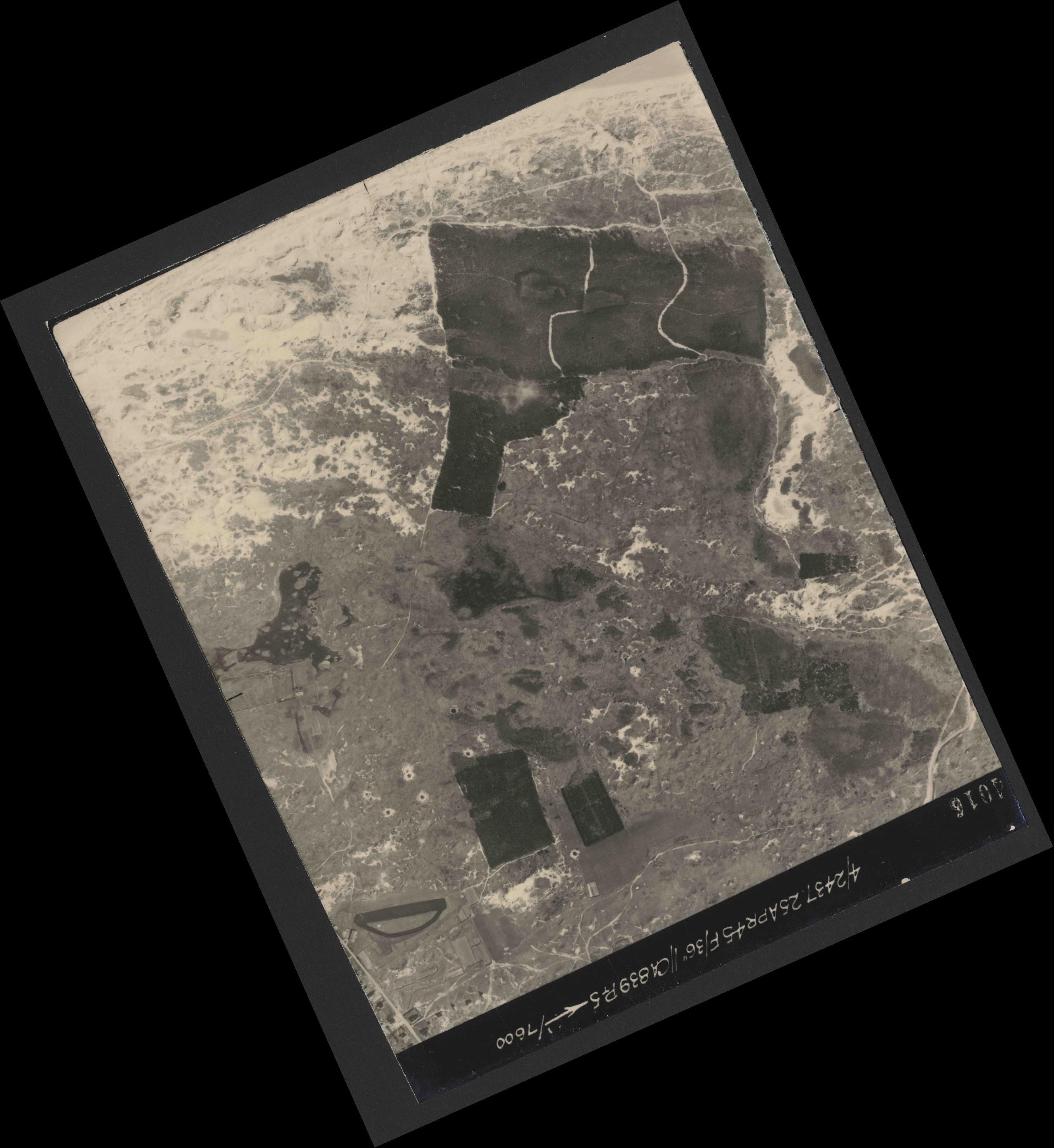 Collection RAF aerial photos 1940-1945 - flight 300, run 02, photo 4016