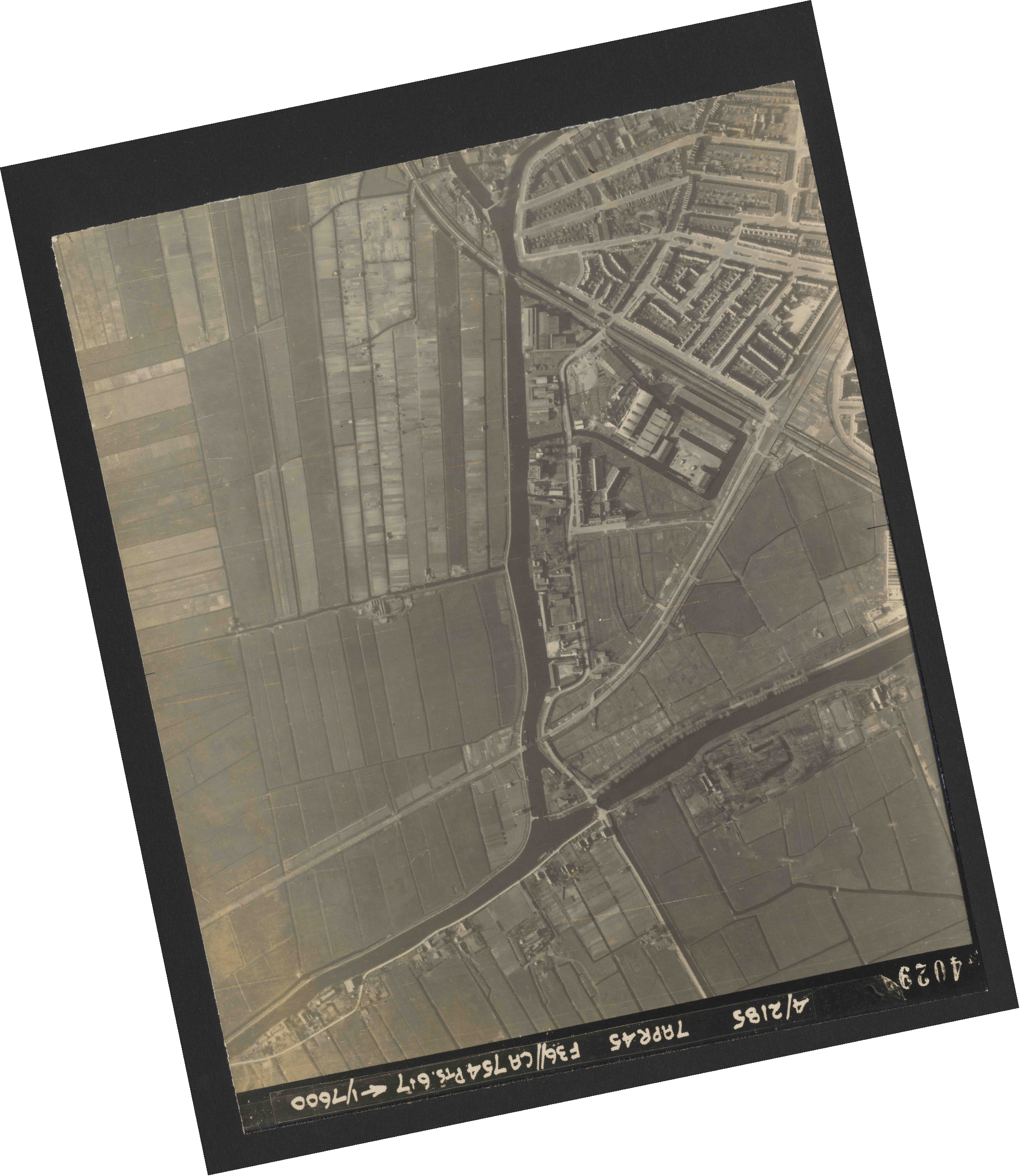 Collection RAF aerial photos 1940-1945 - flight 303, run 04, photo 4029