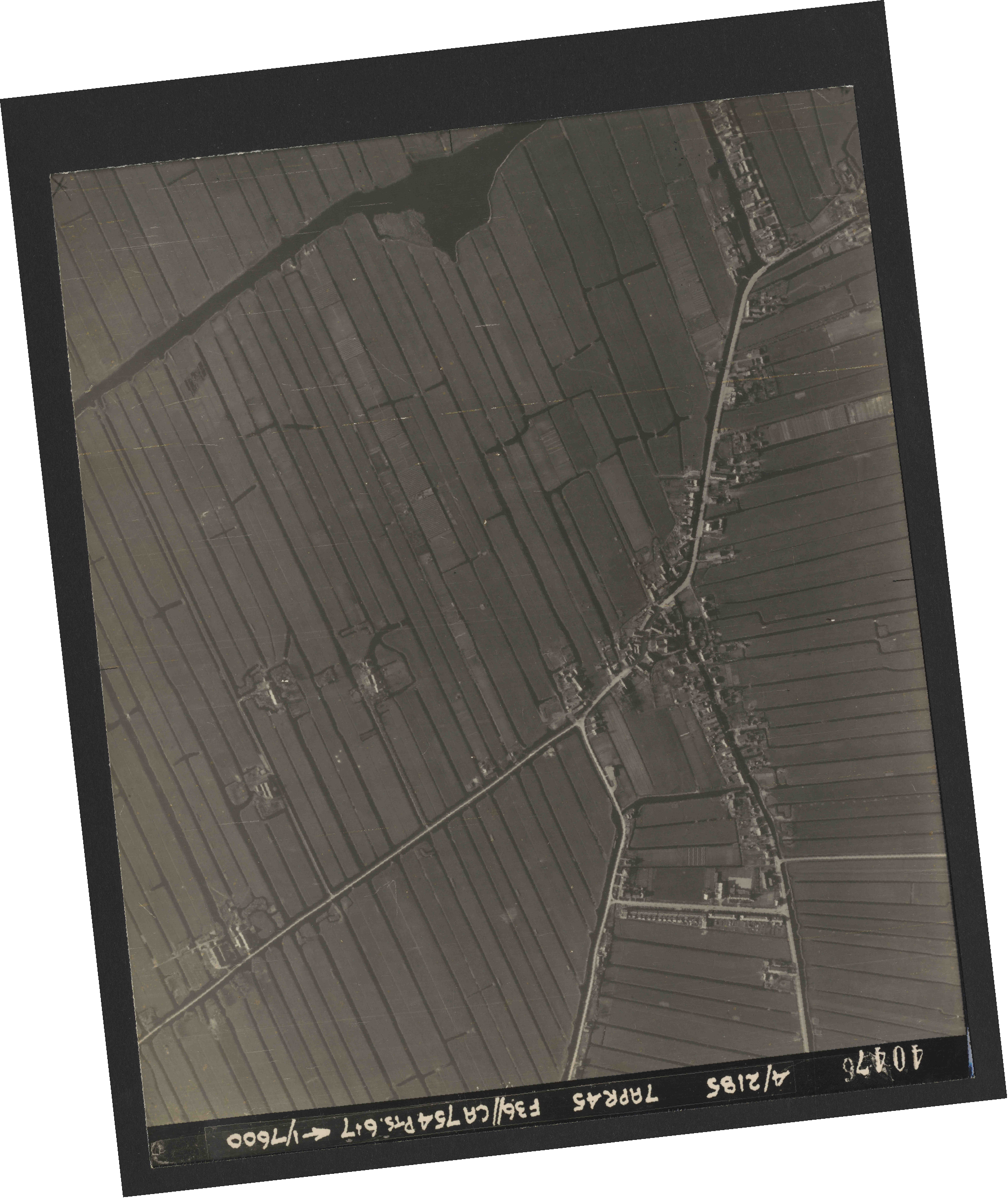 Collection RAF aerial photos 1940-1945 - flight 303, run 06, photo 4047