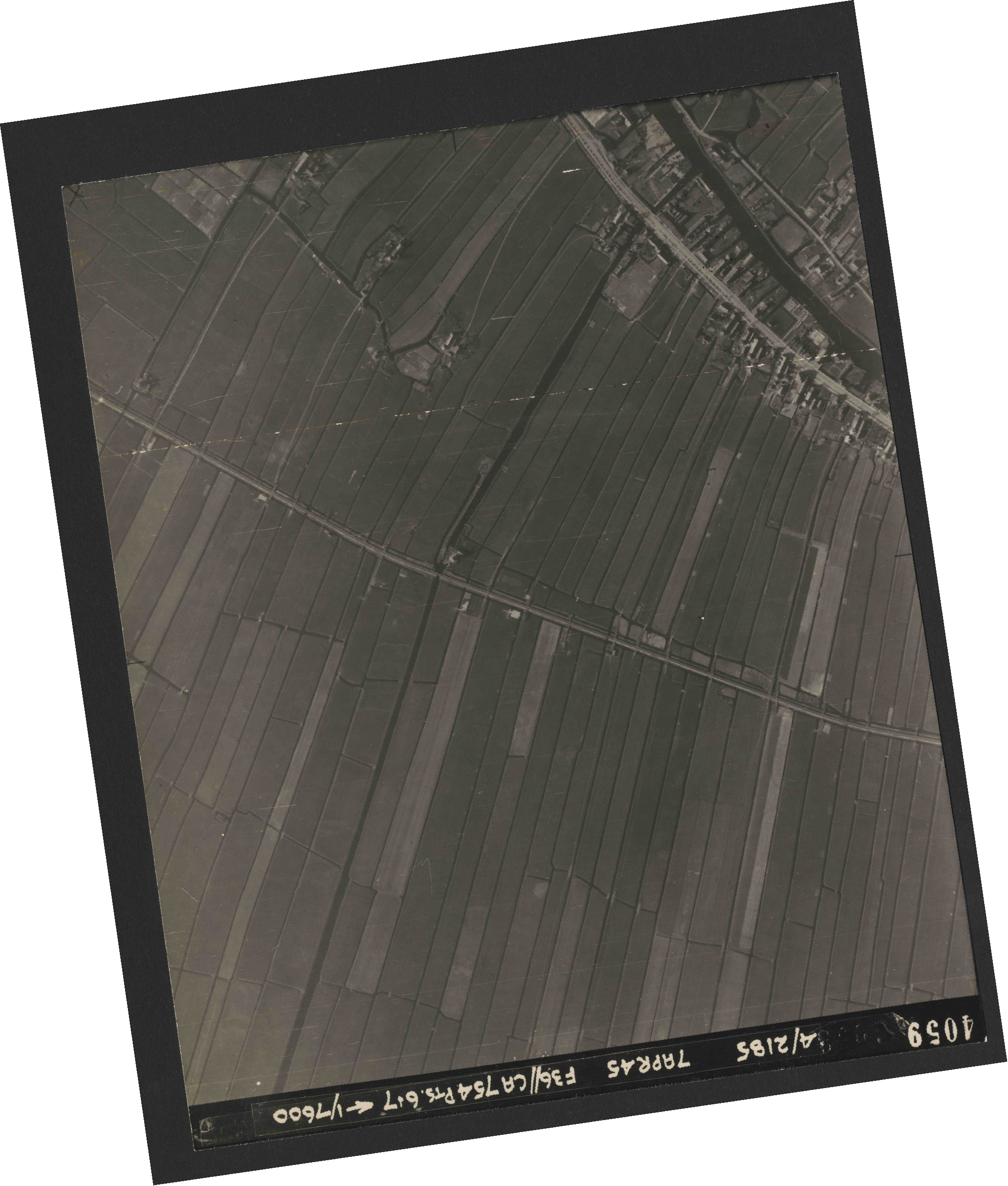 Collection RAF aerial photos 1940-1945 - flight 303, run 06, photo 4059