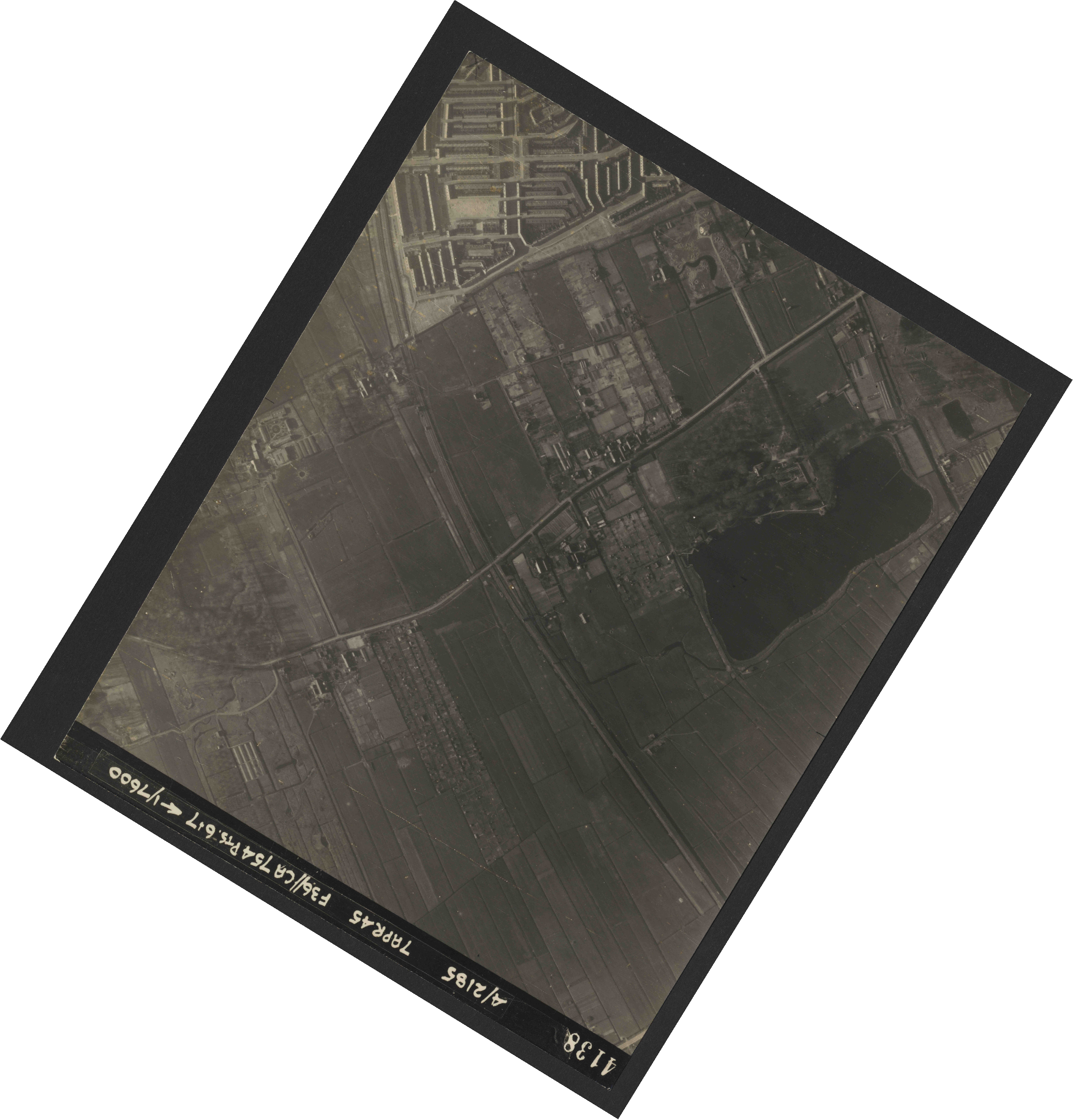 Collection RAF aerial photos 1940-1945 - flight 303, run 13, photo 4138