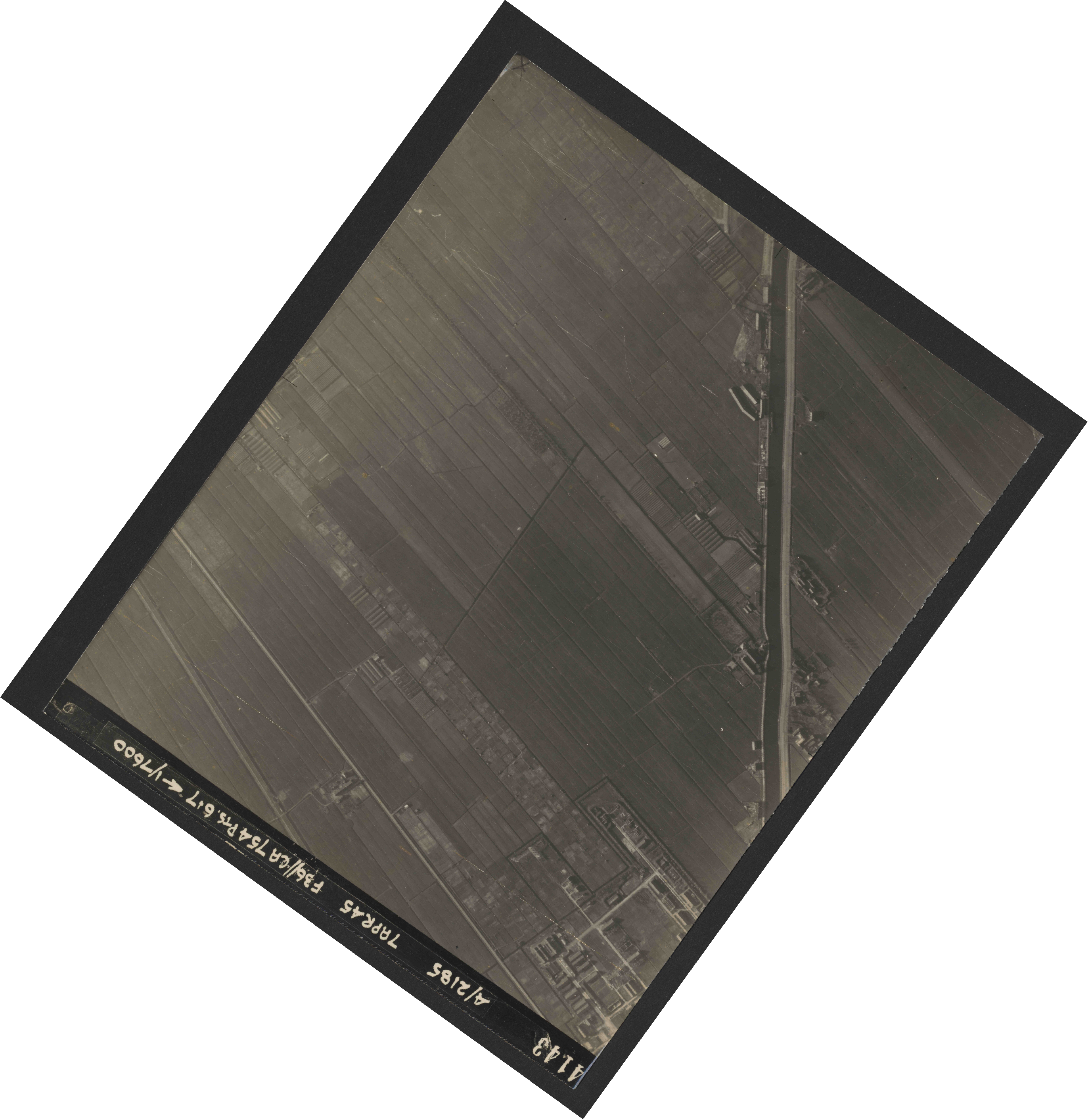 Collection RAF aerial photos 1940-1945 - flight 303, run 13, photo 4143