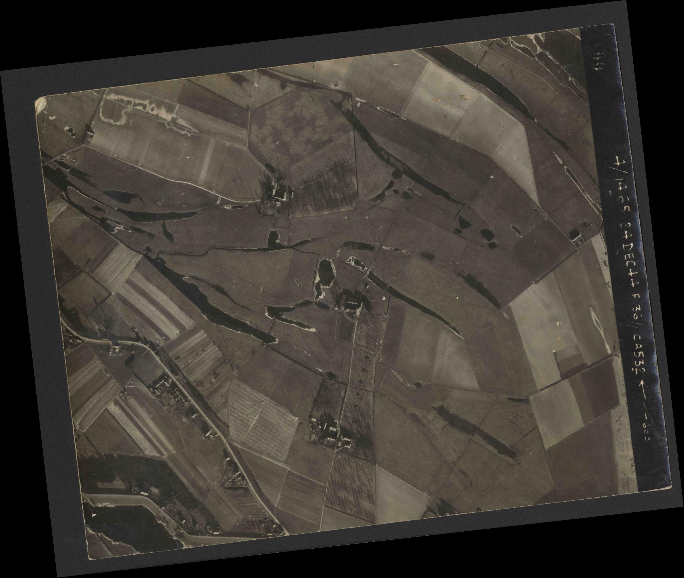 Collection RAF aerial photos 1940-1945 - flight 304, run 02, photo 4100