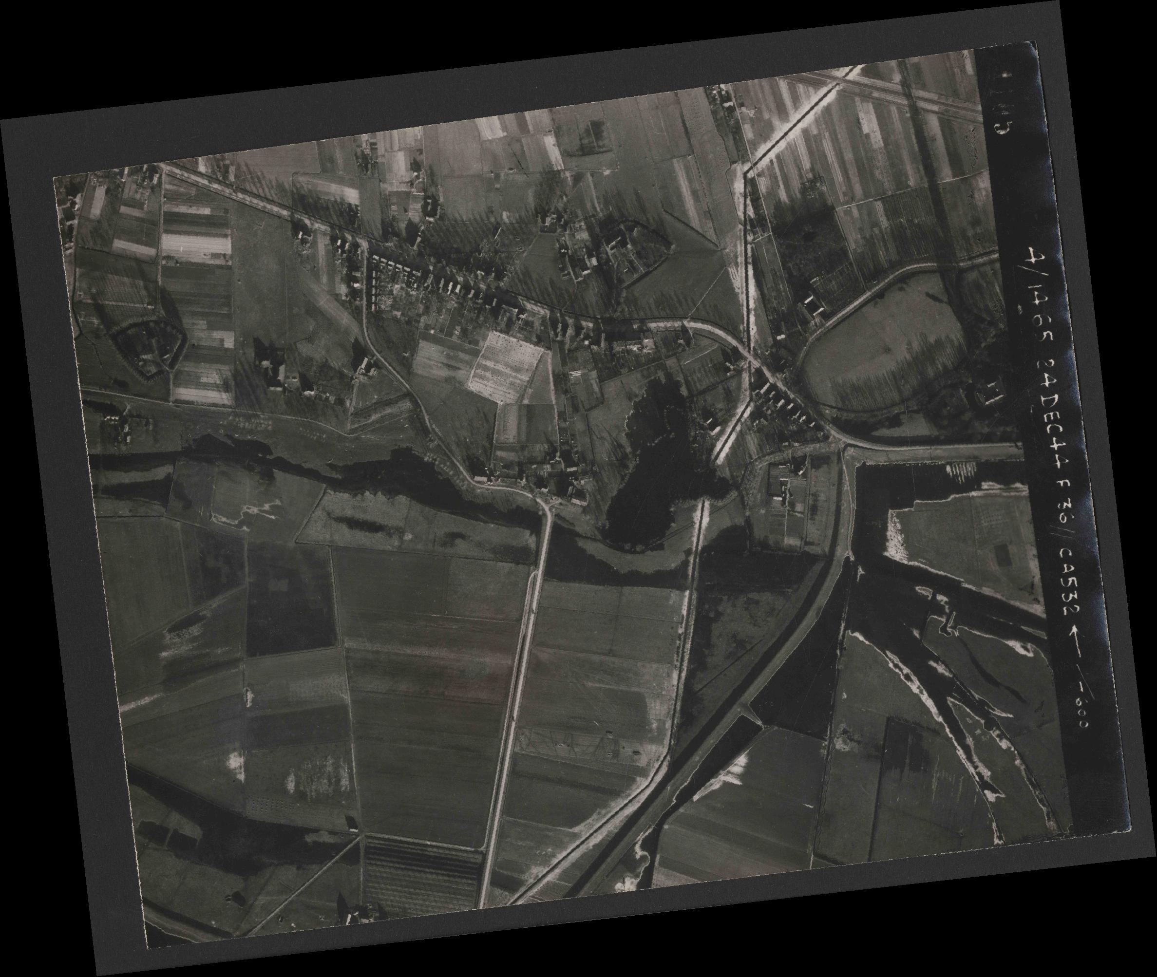 Collection RAF aerial photos 1940-1945 - flight 304, run 02, photo 4105