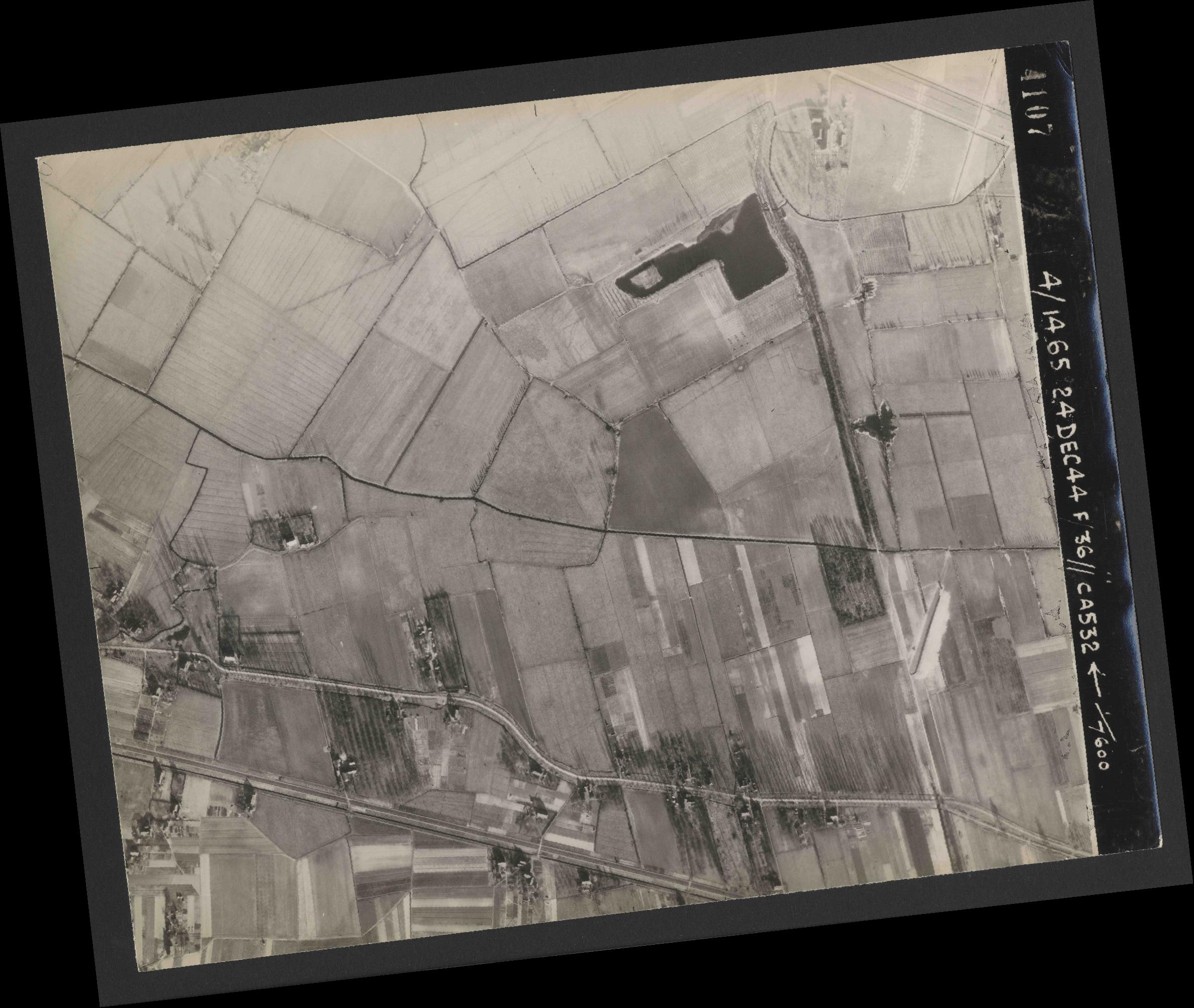 Collection RAF aerial photos 1940-1945 - flight 304, run 02, photo 4107