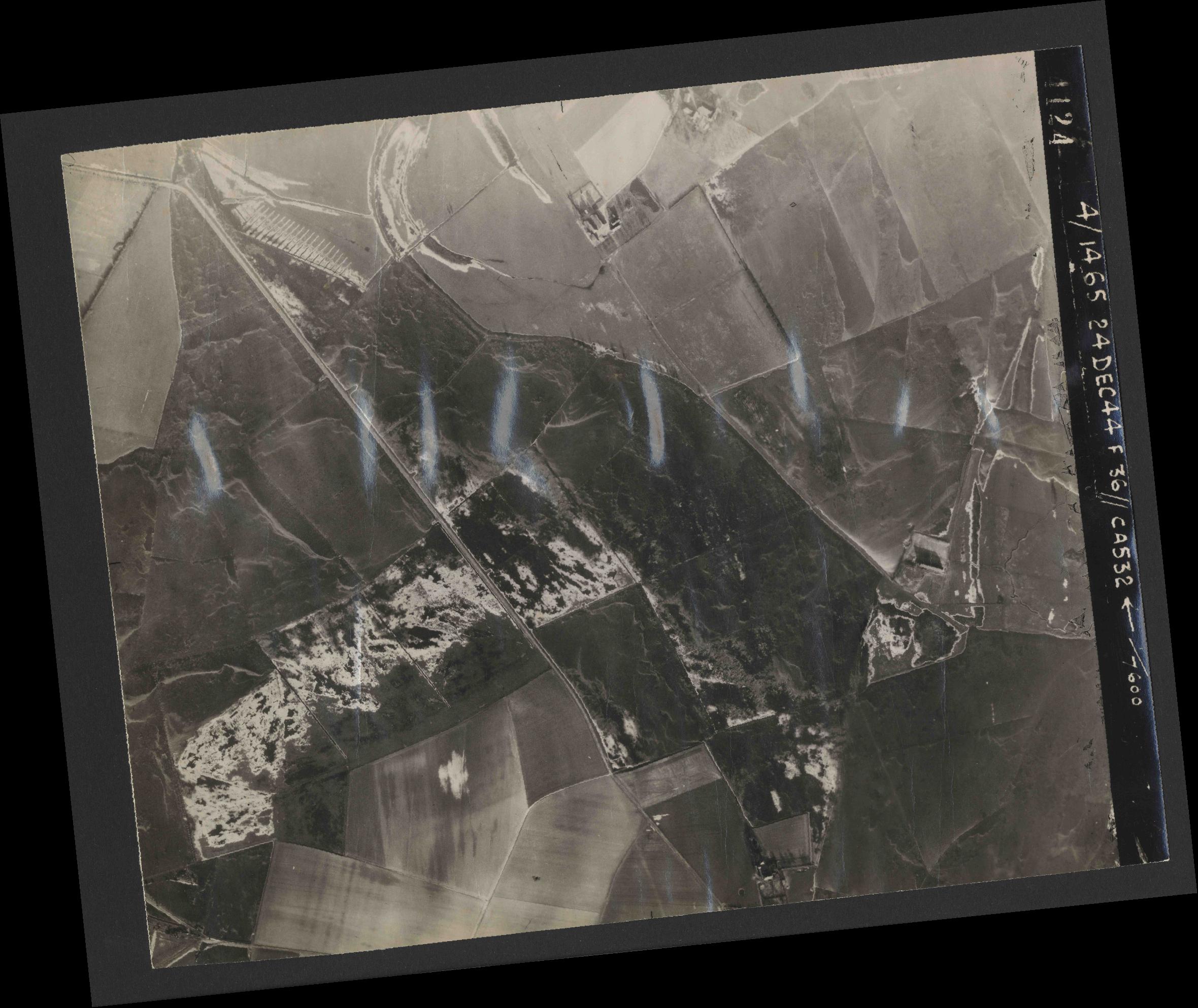 Collection RAF aerial photos 1940-1945 - flight 304, run 02, photo 4124