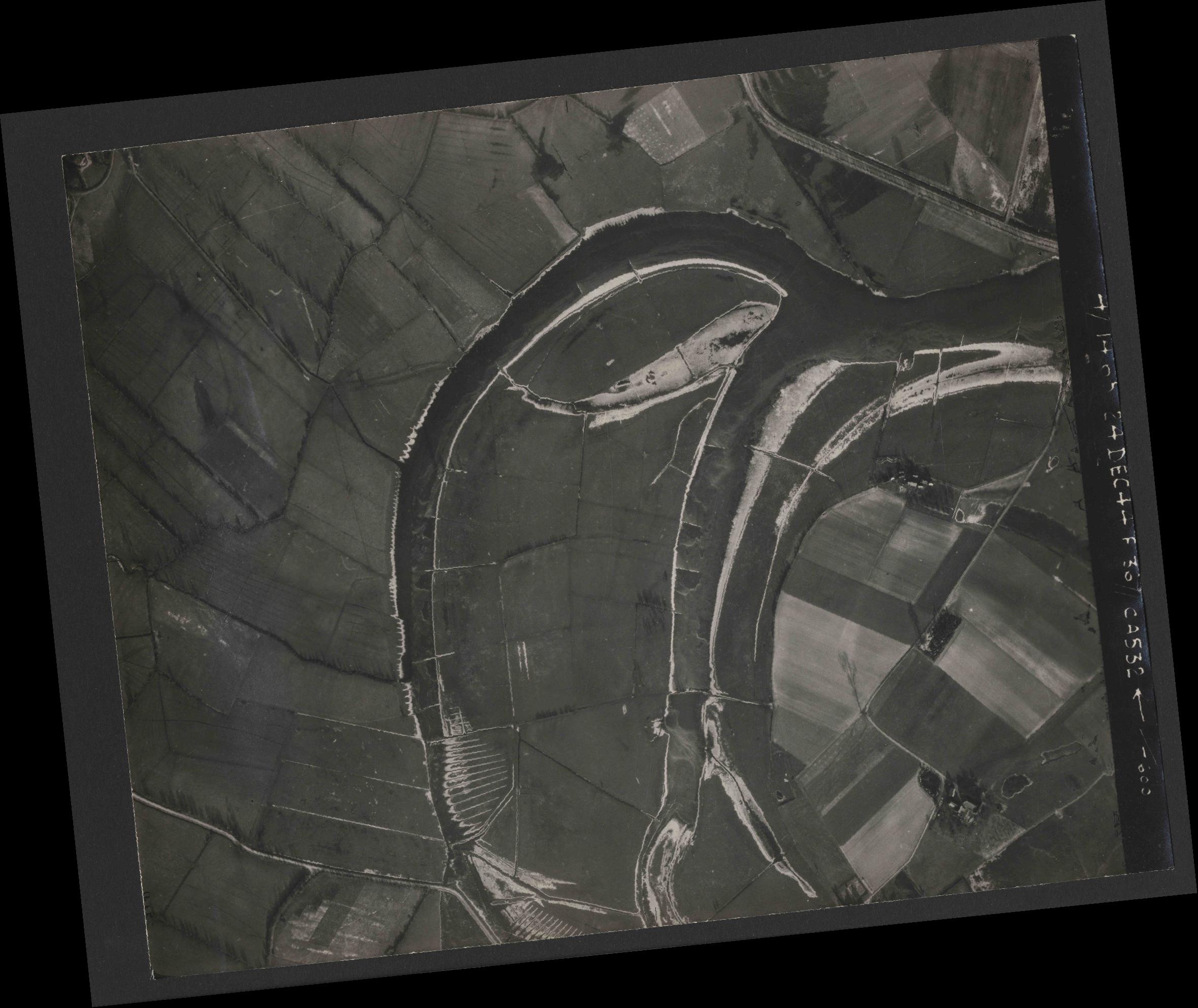 Collection RAF aerial photos 1940-1945 - flight 304, run 02, photo 4126
