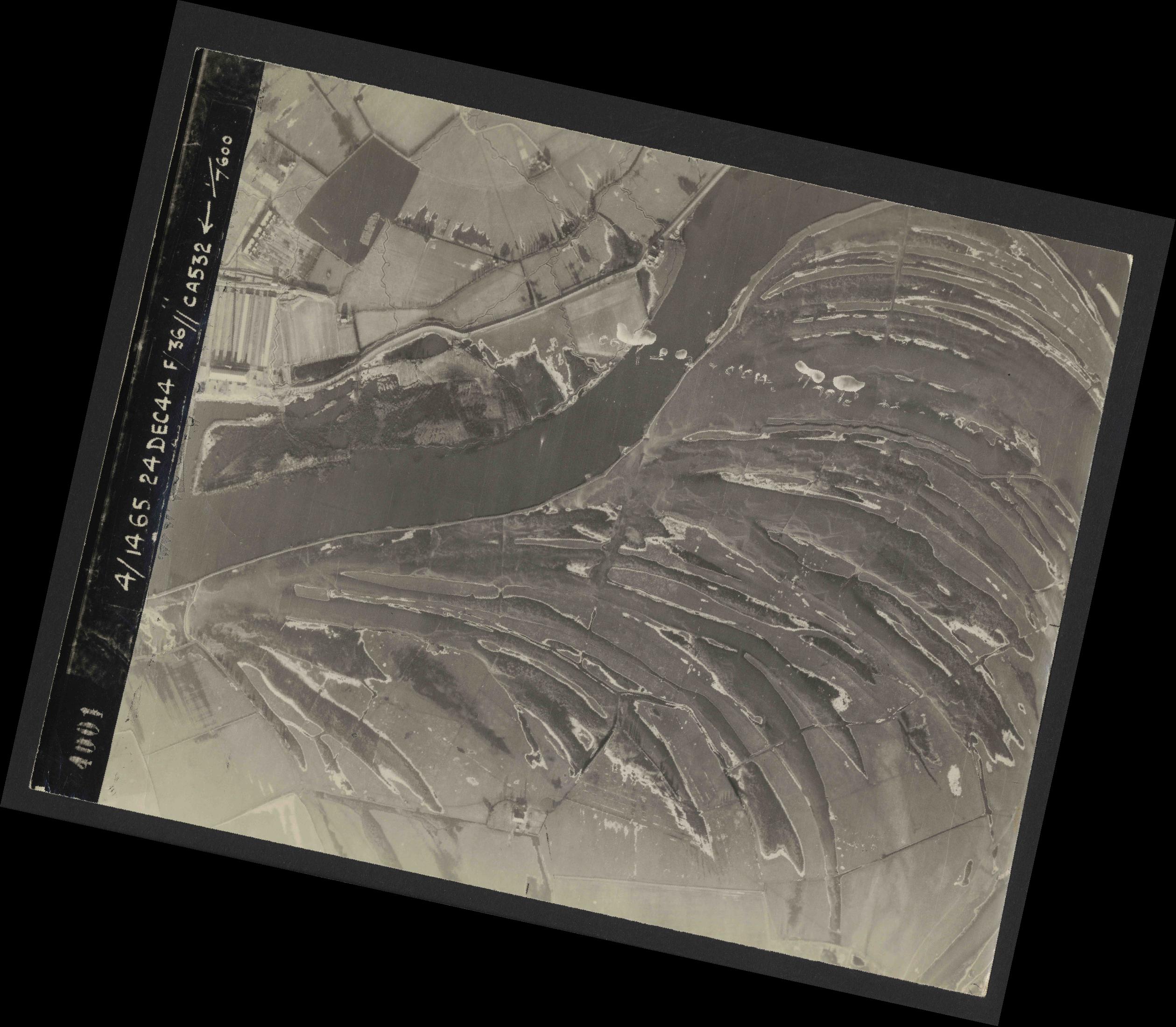 Collection RAF aerial photos 1940-1945 - flight 304, run 03, photo 4001