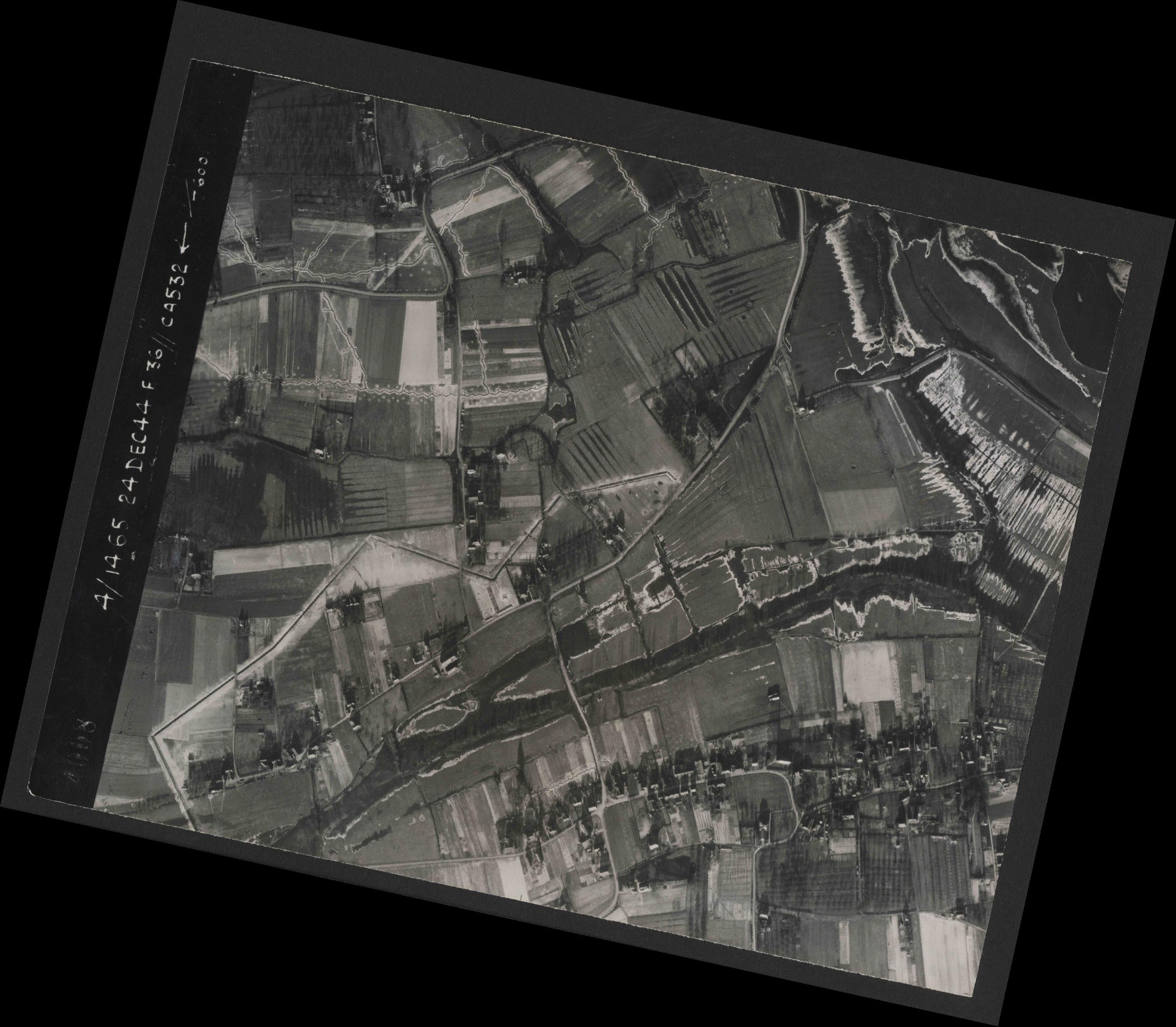 Collection RAF aerial photos 1940-1945 - flight 304, run 03, photo 4008