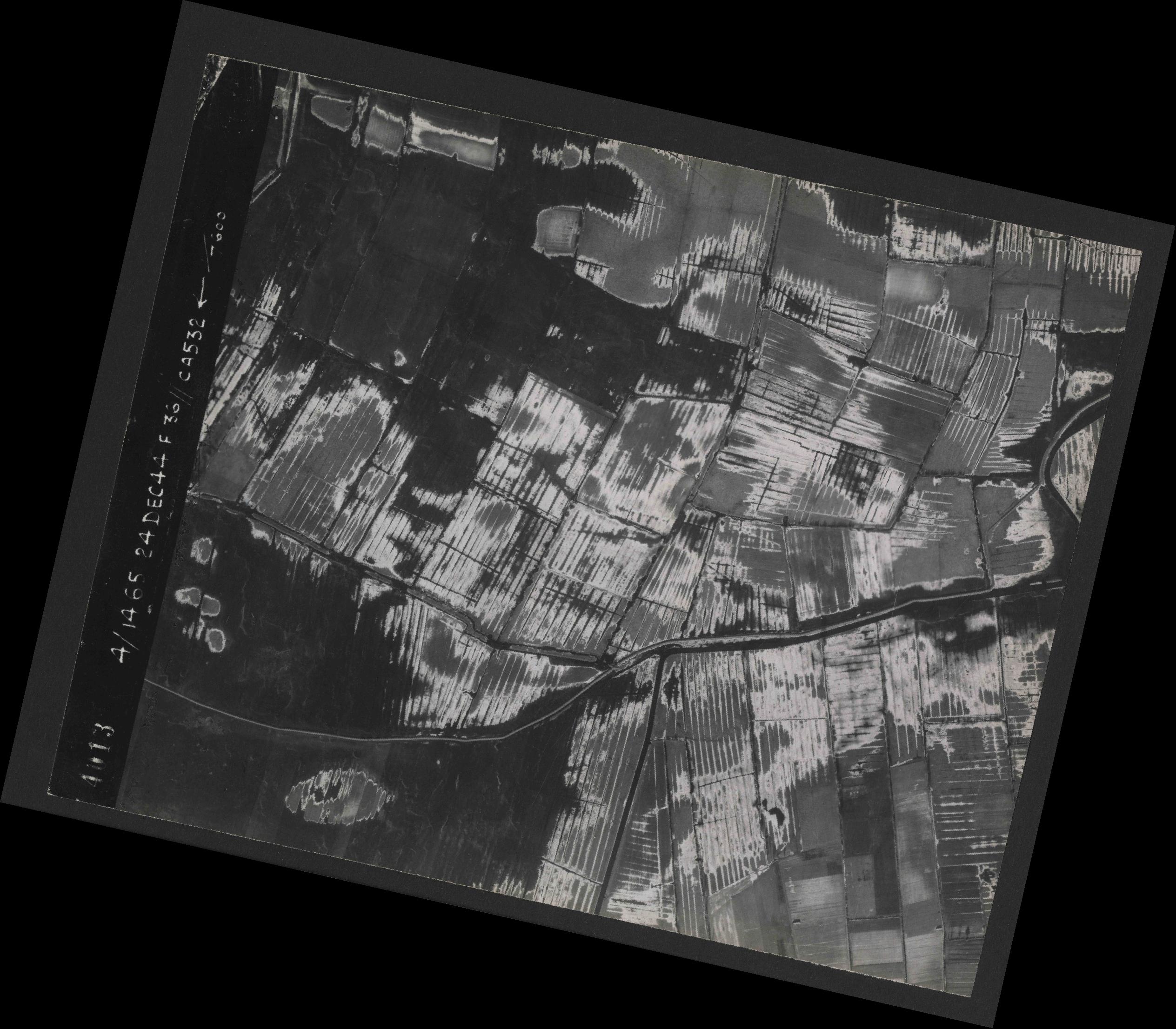 Collection RAF aerial photos 1940-1945 - flight 304, run 03, photo 4013