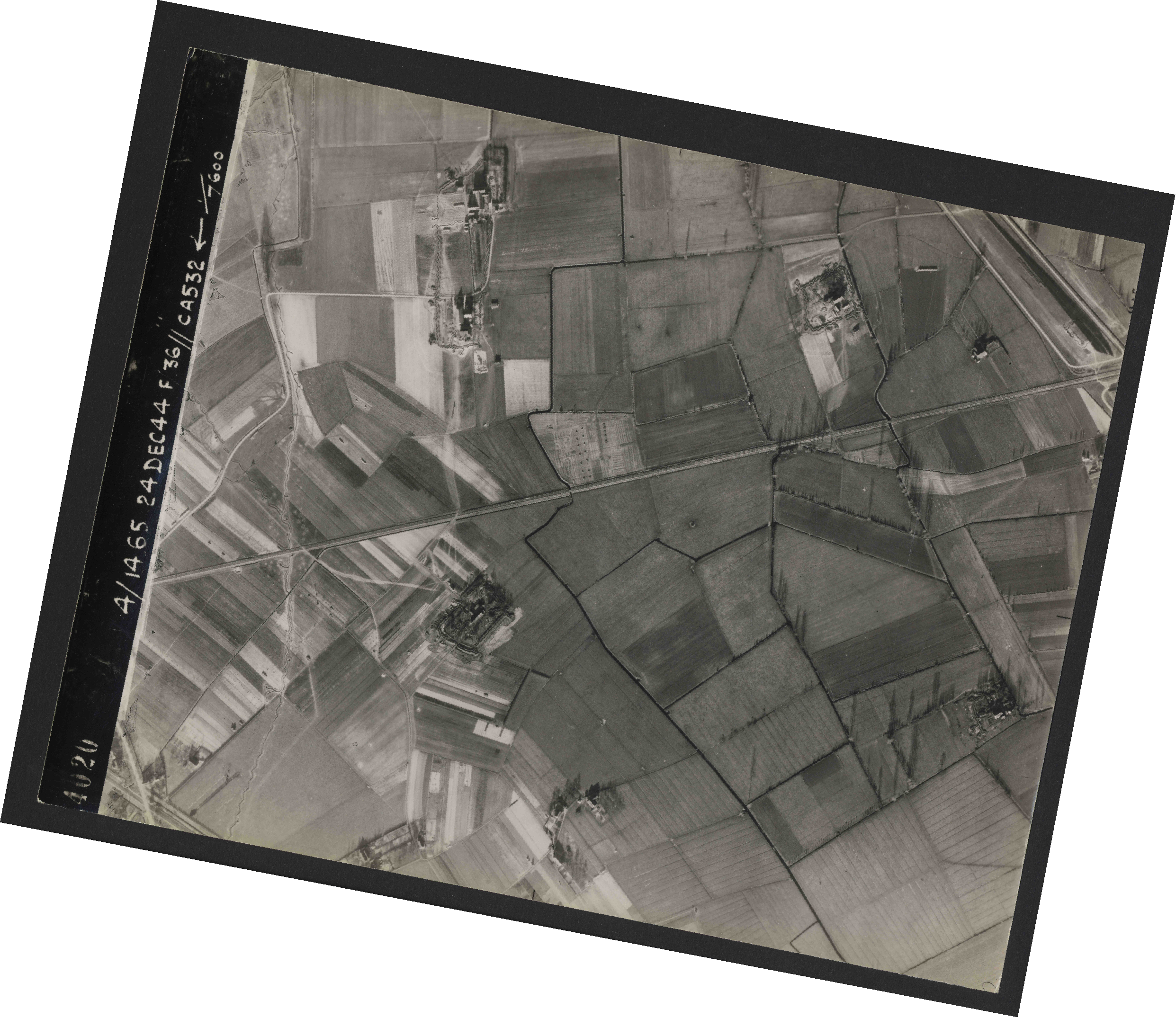 Collection RAF aerial photos 1940-1945 - flight 304, run 03, photo 4020