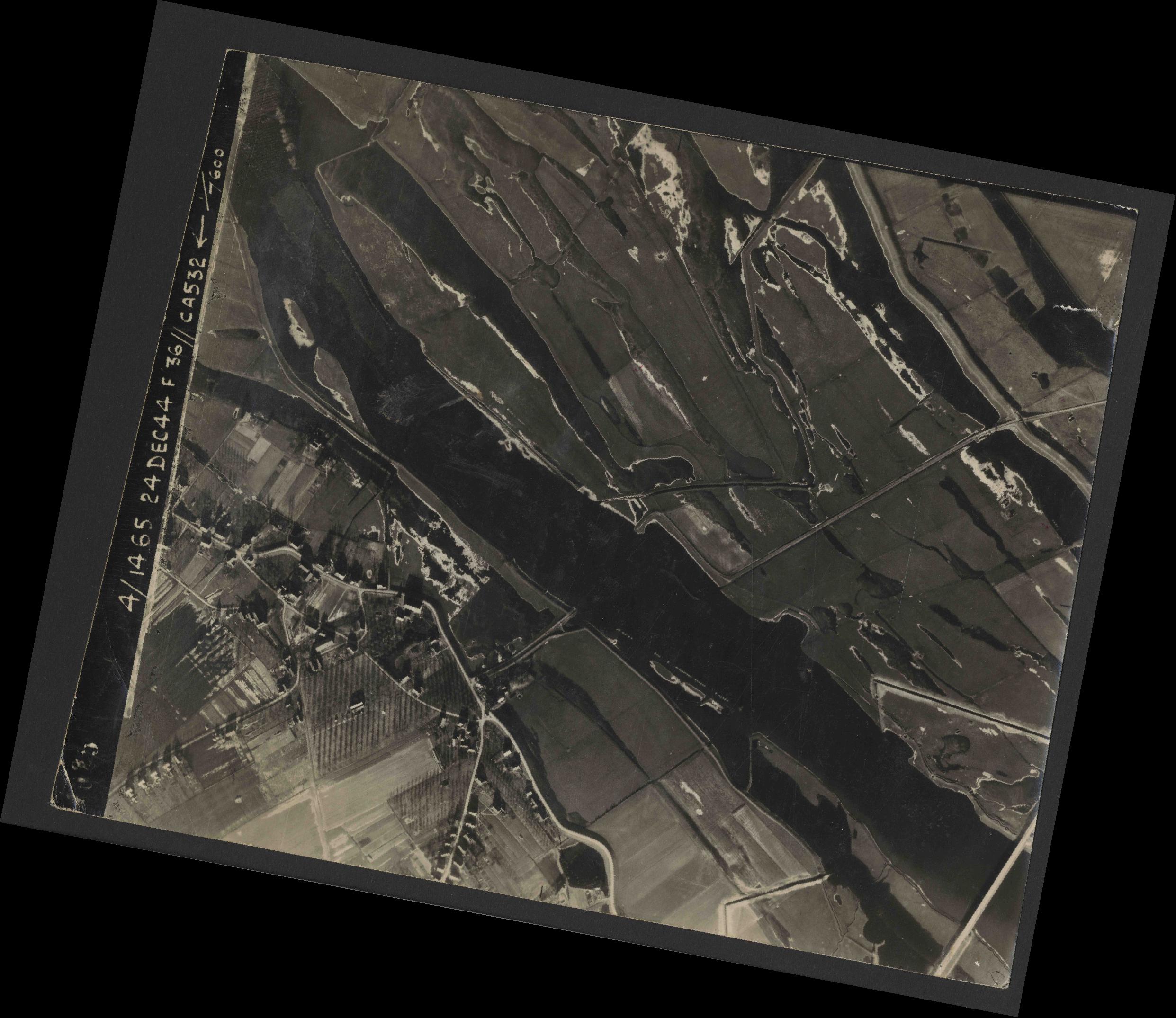 Collection RAF aerial photos 1940-1945 - flight 304, run 03, photo 4025