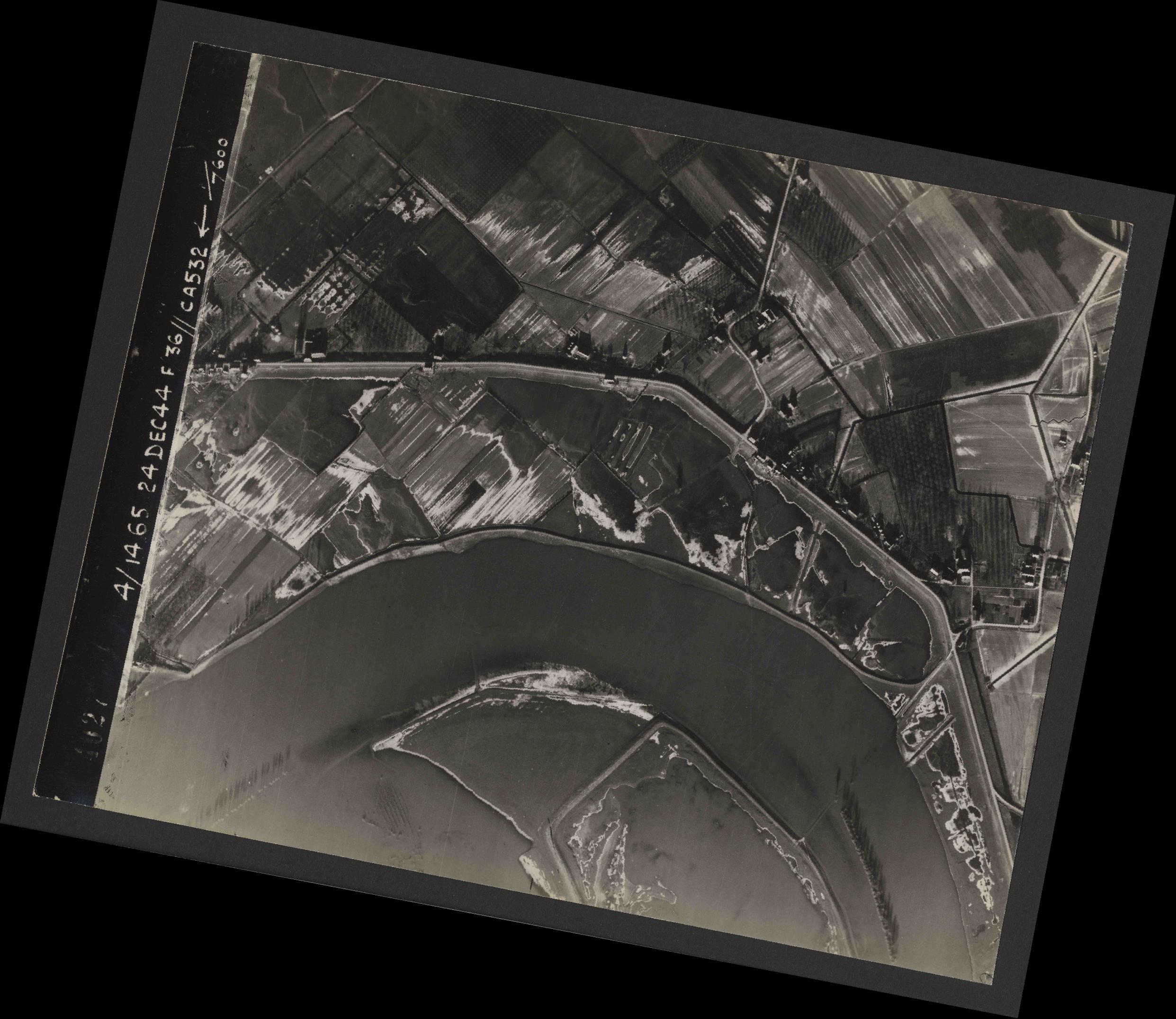 Collection RAF aerial photos 1940-1945 - flight 304, run 03, photo 4027