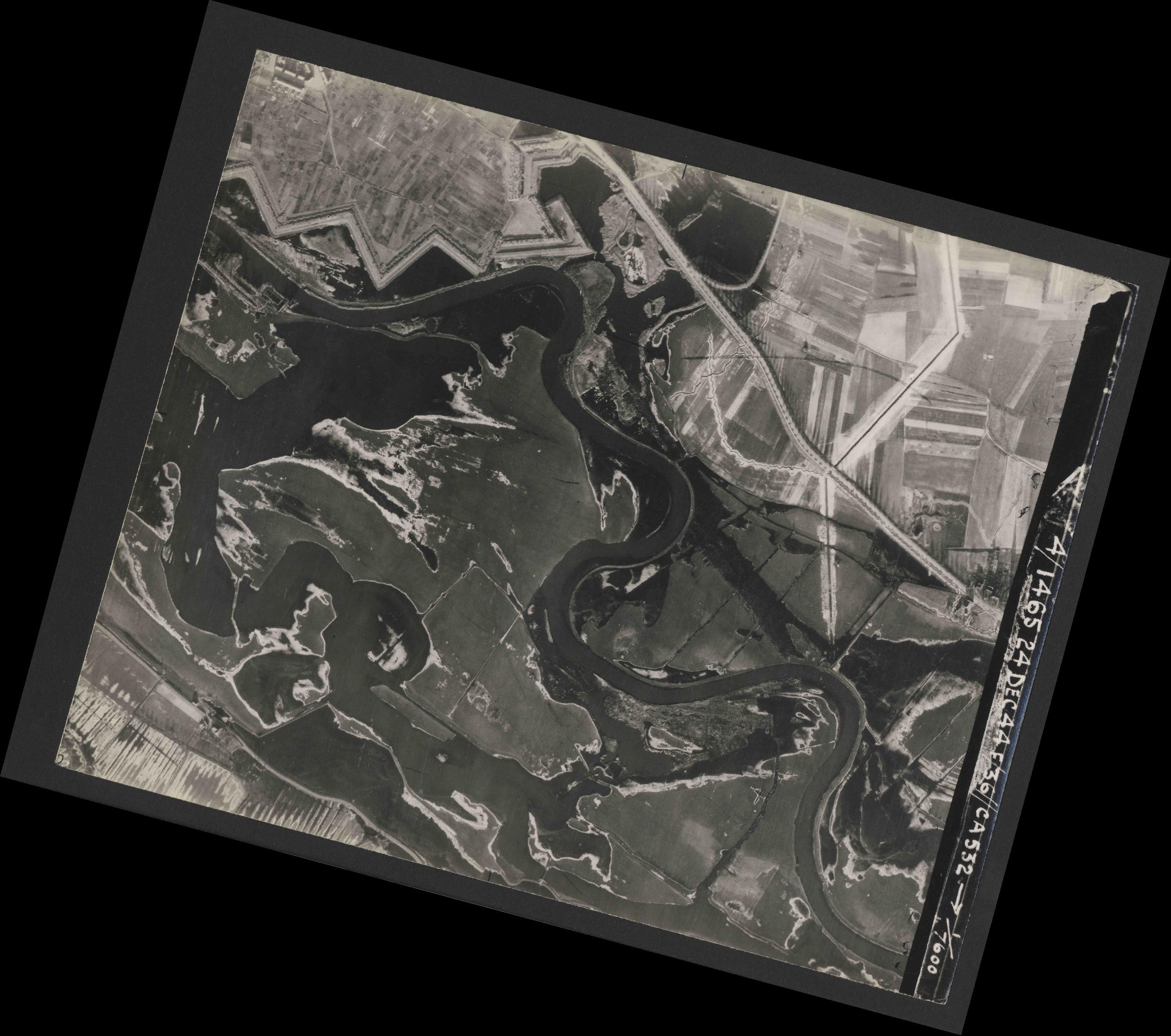 Collection RAF aerial photos 1940-1945 - flight 304, run 04, photo 3007