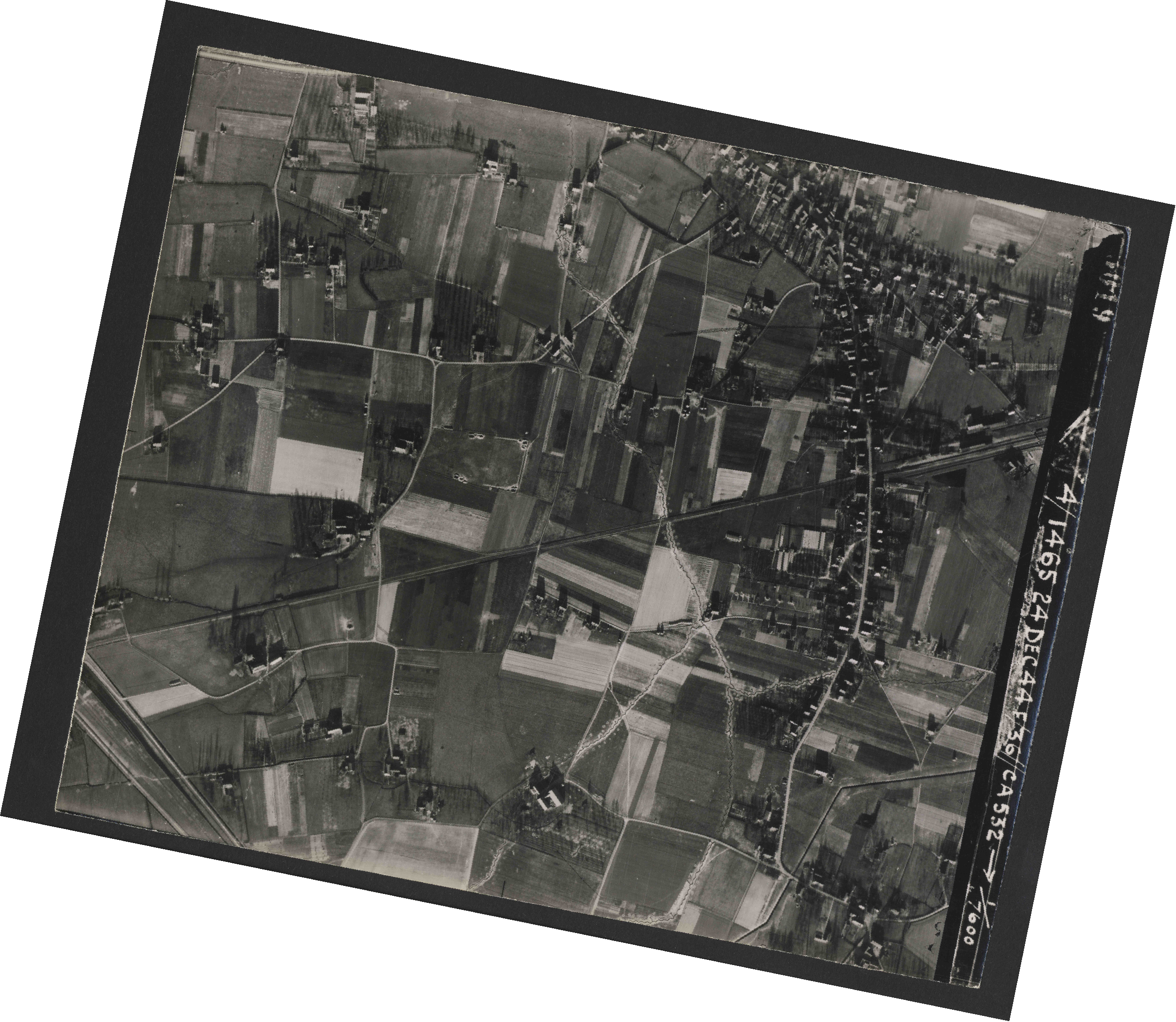 Collection RAF aerial photos 1940-1945 - flight 304, run 04, photo 3019