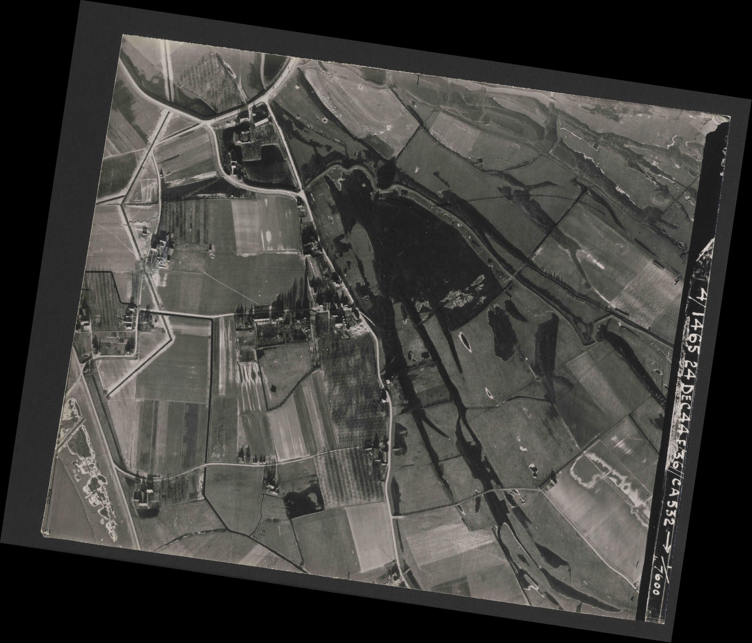 Collection RAF aerial photos 1940-1945 - flight 304, run 04, photo 3027