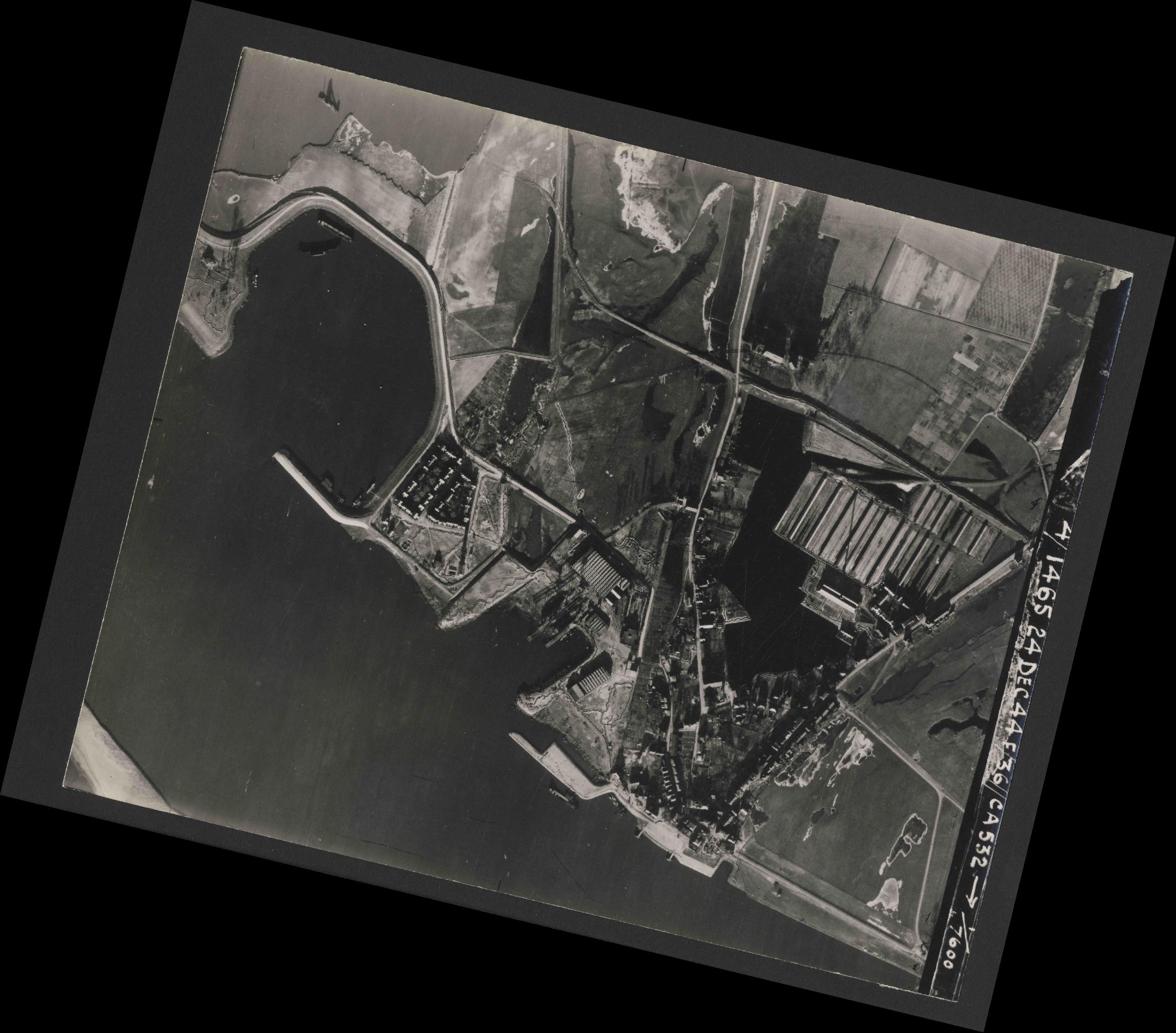 Collection RAF aerial photos 1940-1945 - flight 304, run 04, photo 3032