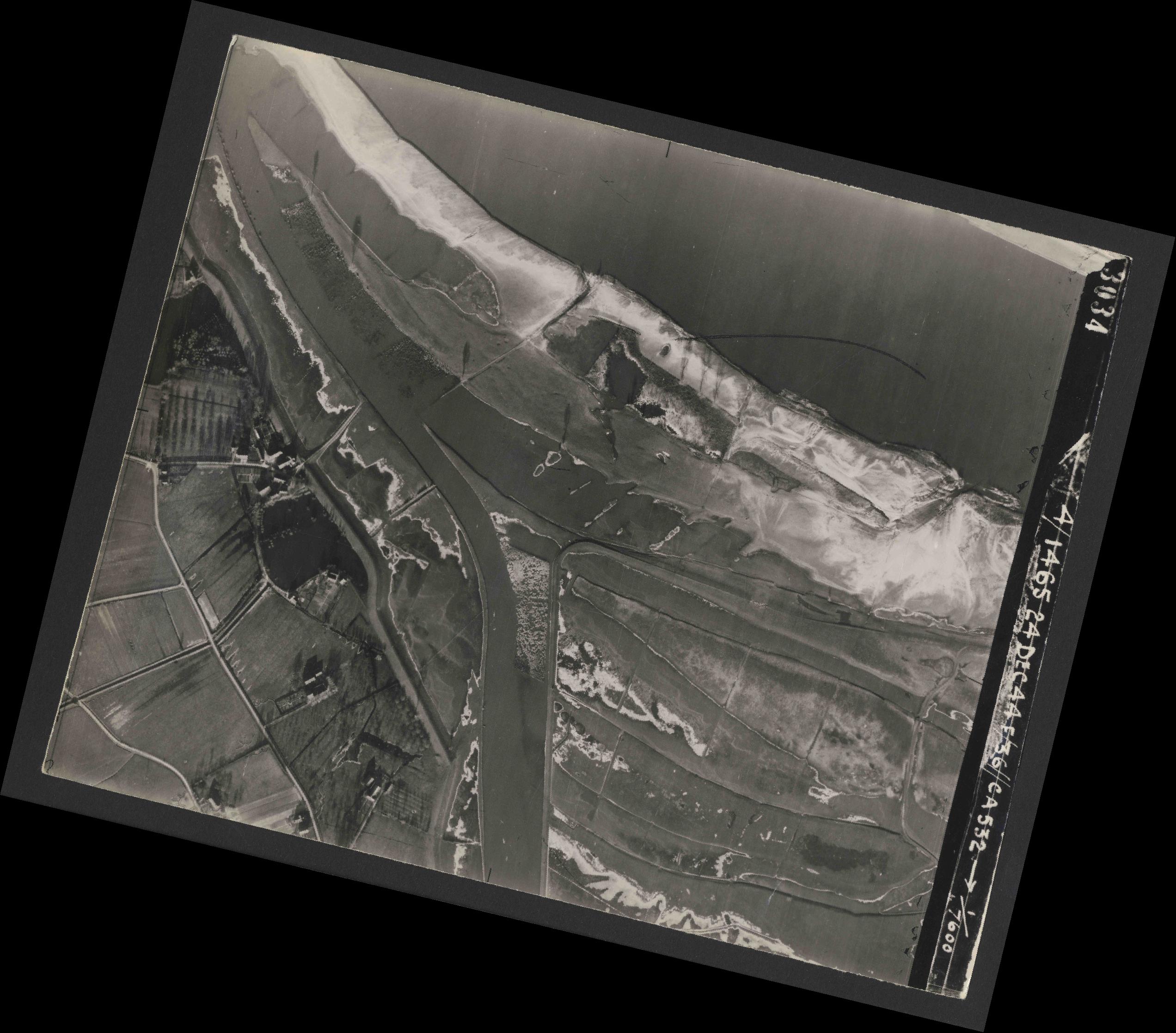 Collection RAF aerial photos 1940-1945 - flight 304, run 04, photo 3034