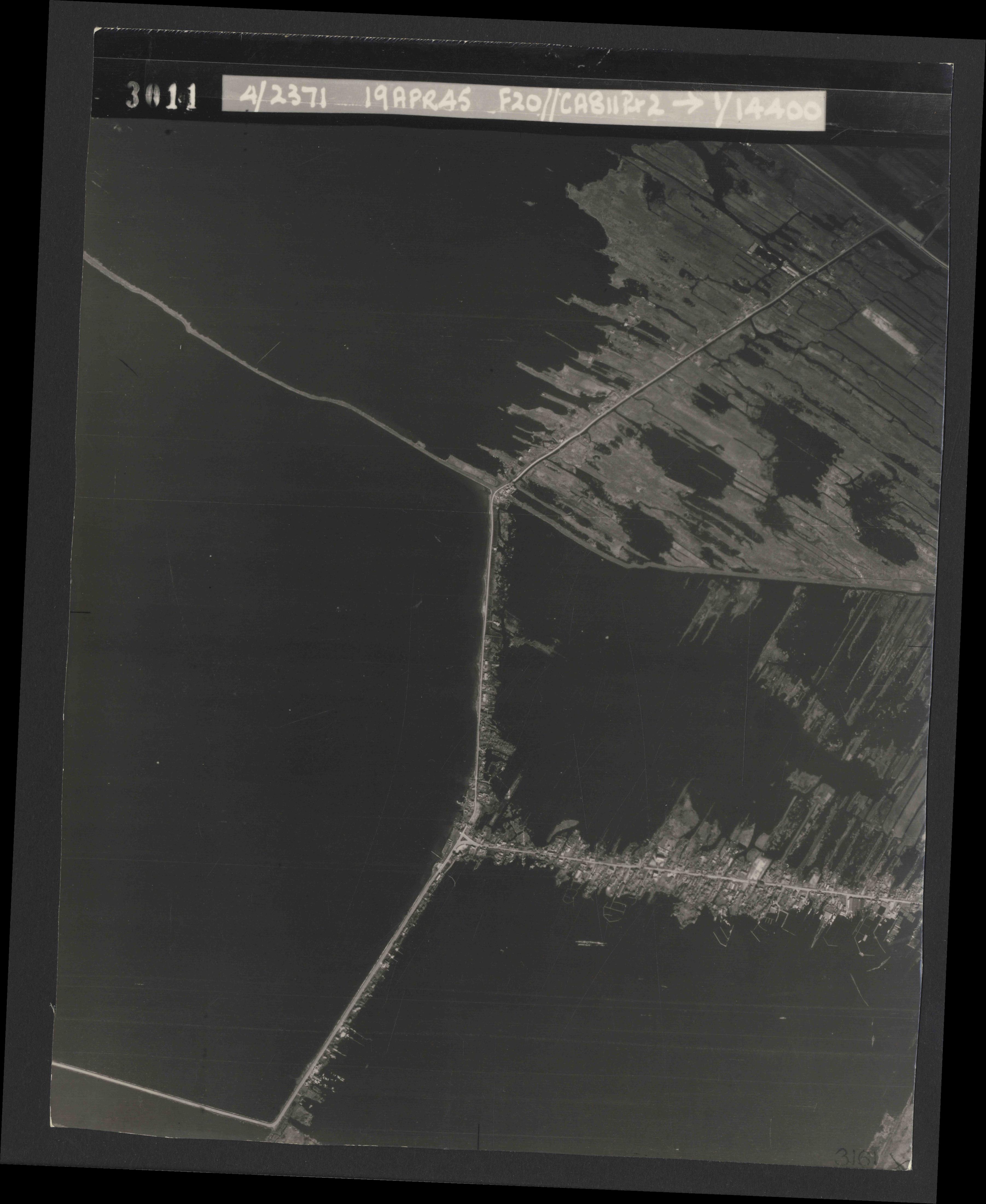Collection RAF aerial photos 1940-1945 - flight 305, run 01, photo 3011