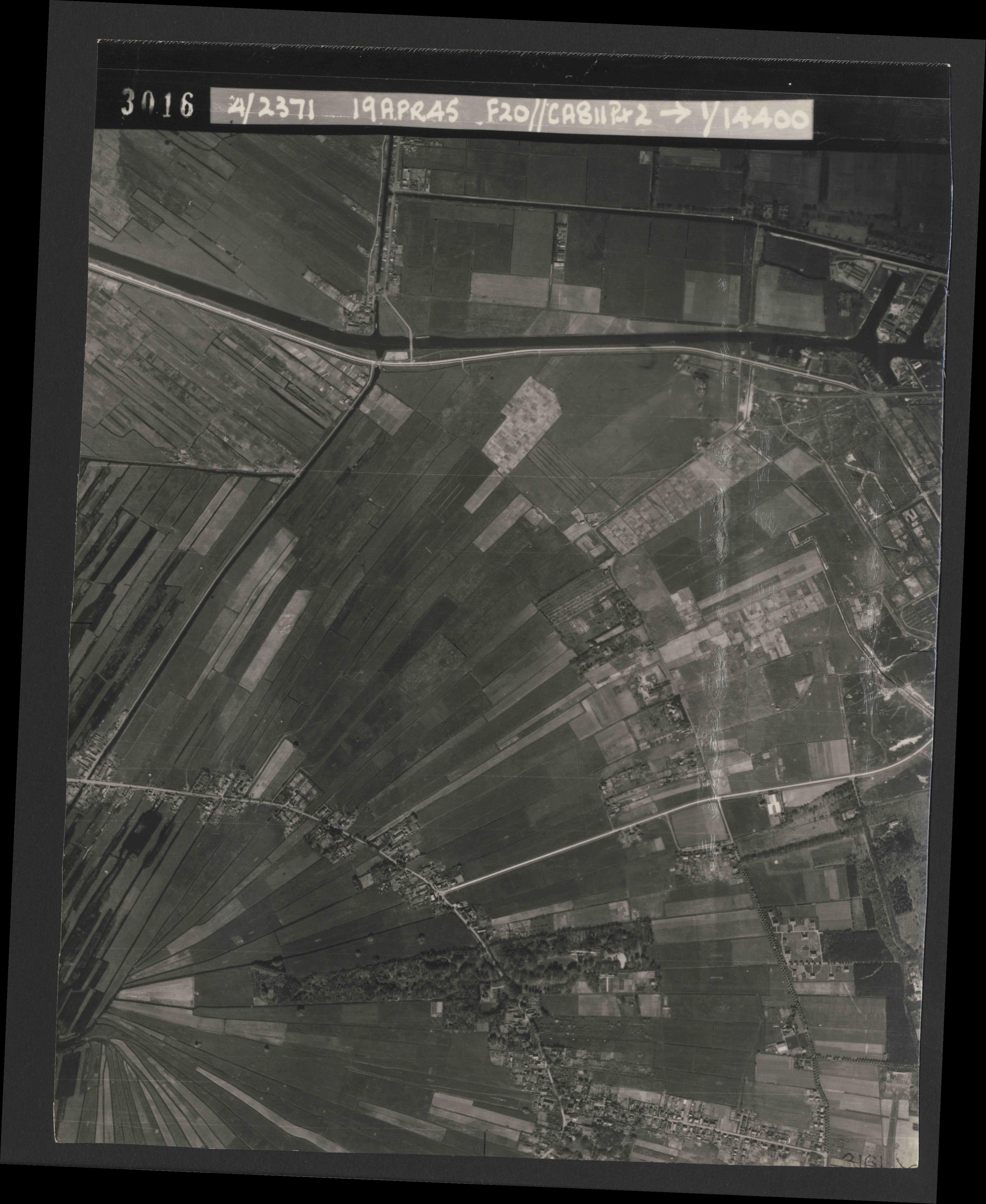 Collection RAF aerial photos 1940-1945 - flight 305, run 01, photo 3016