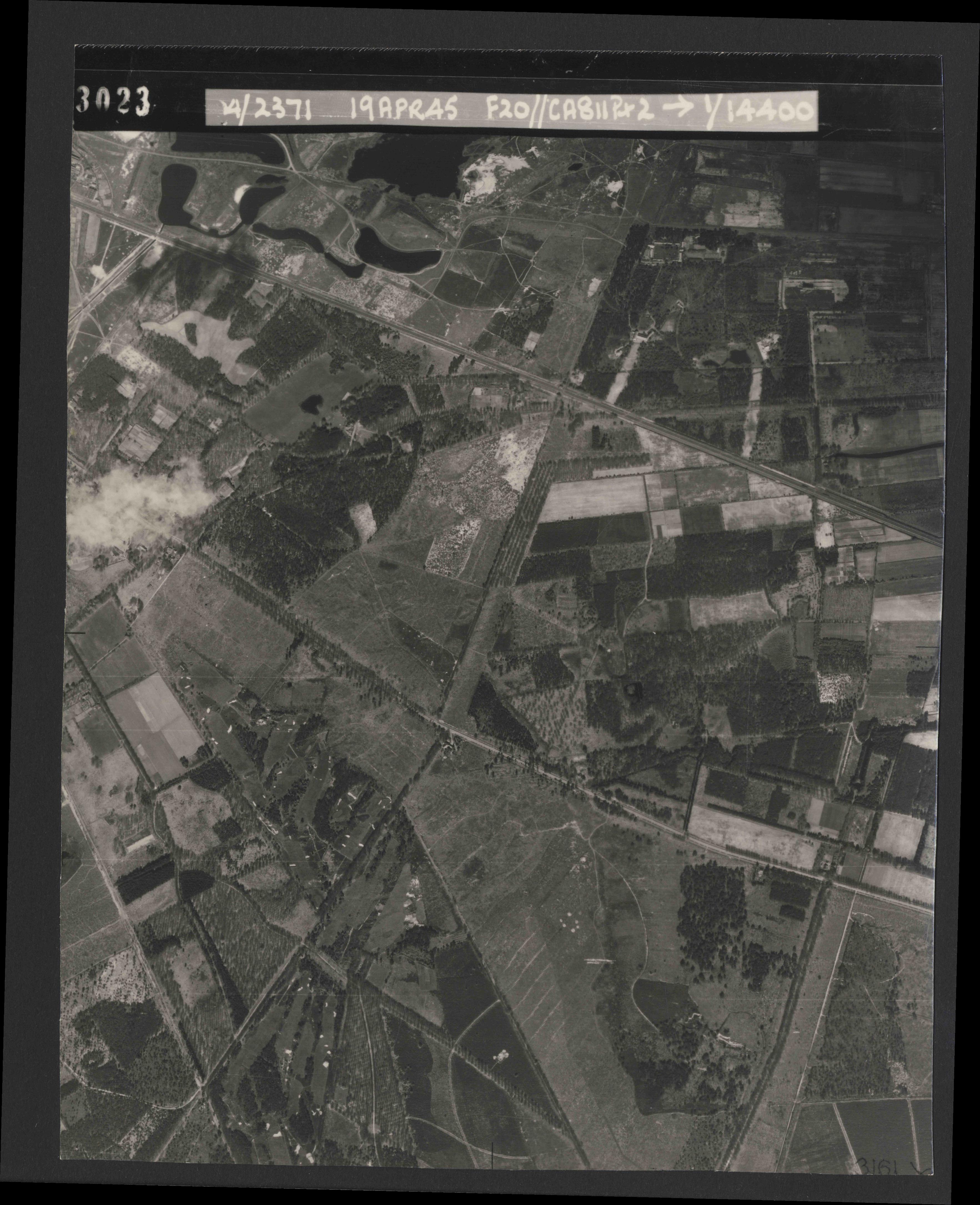 Collection RAF aerial photos 1940-1945 - flight 305, run 01, photo 3023