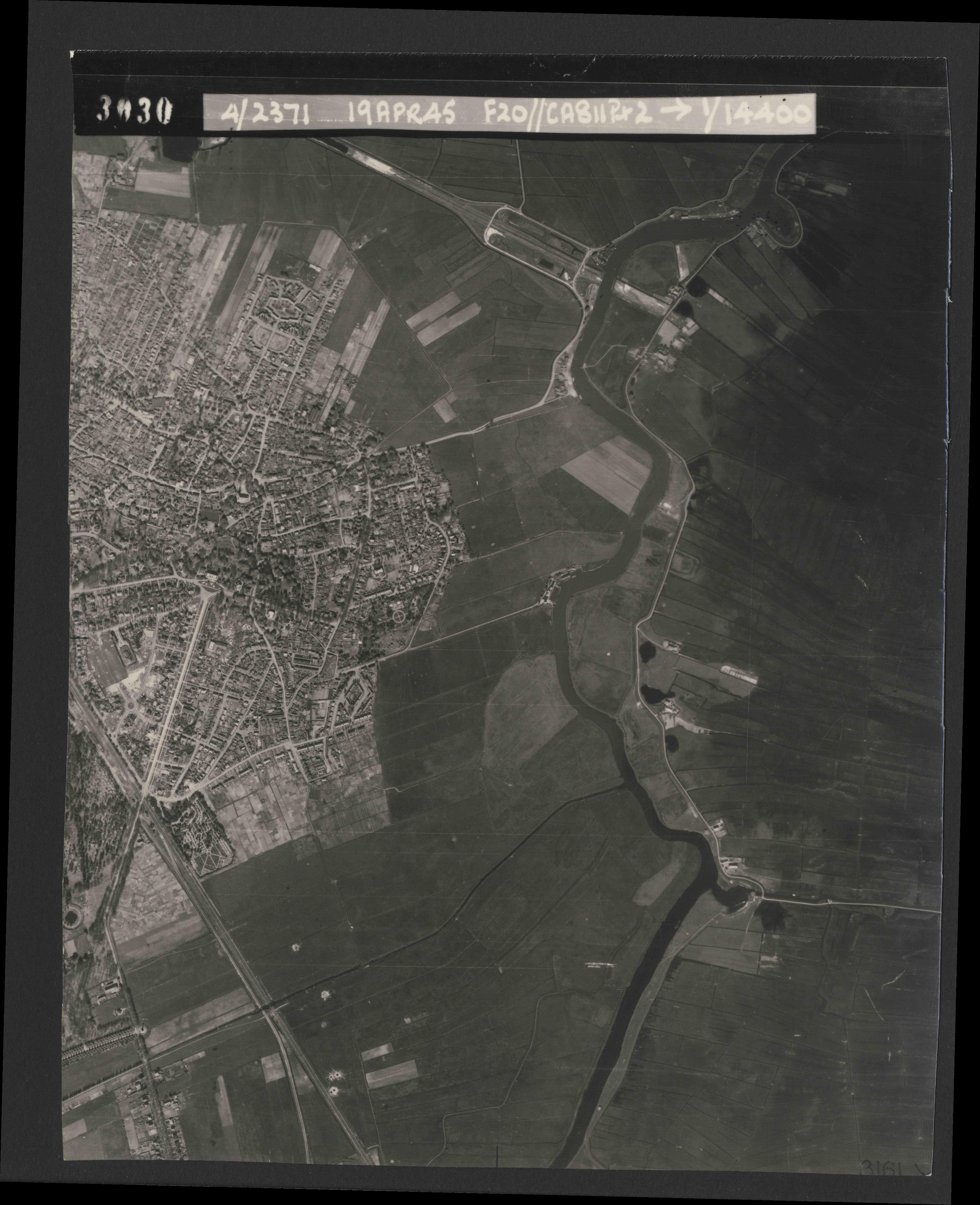 Collection RAF aerial photos 1940-1945 - flight 305, run 01, photo 3030