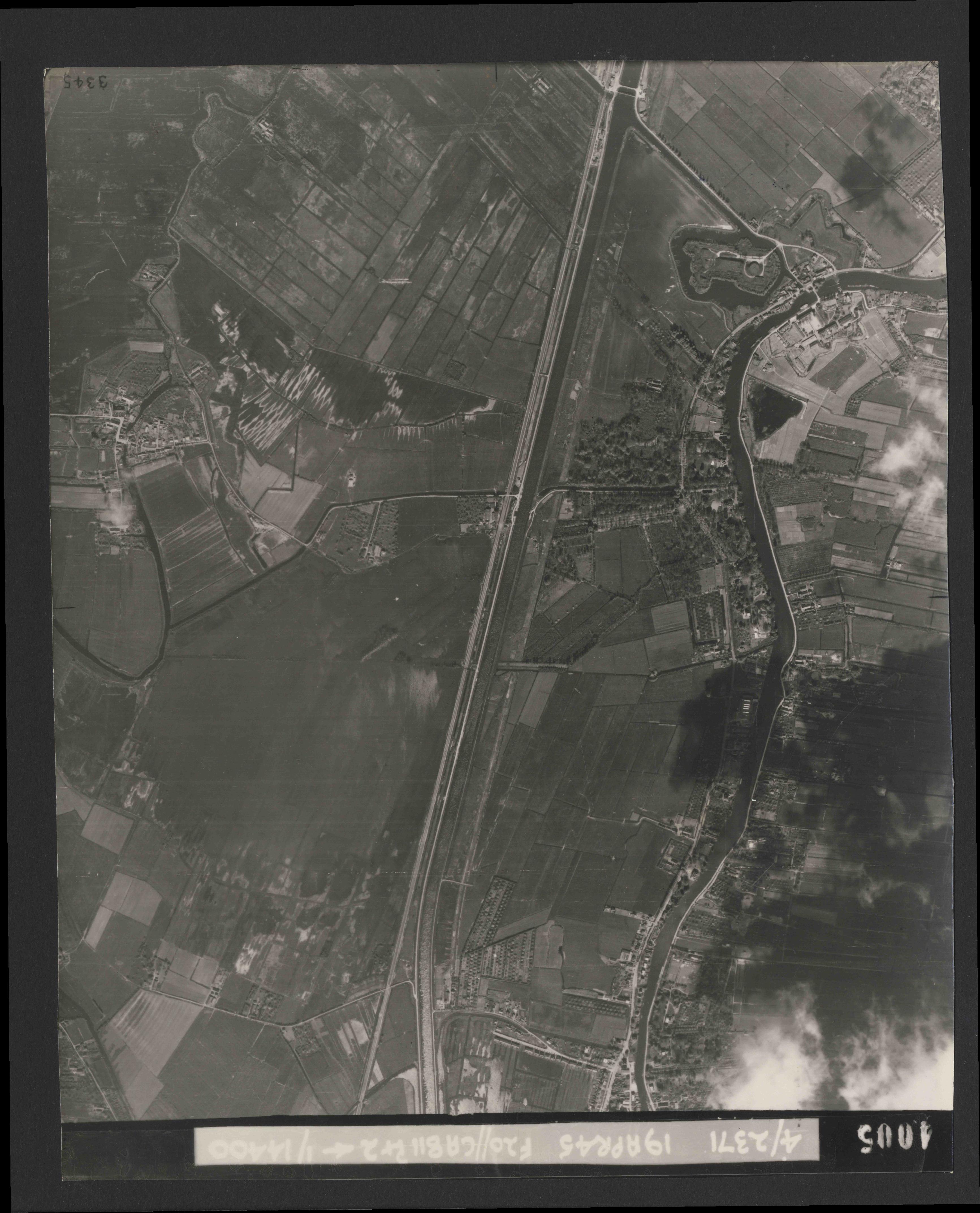 Collection RAF aerial photos 1940-1945 - flight 305, run 02, photo 4005