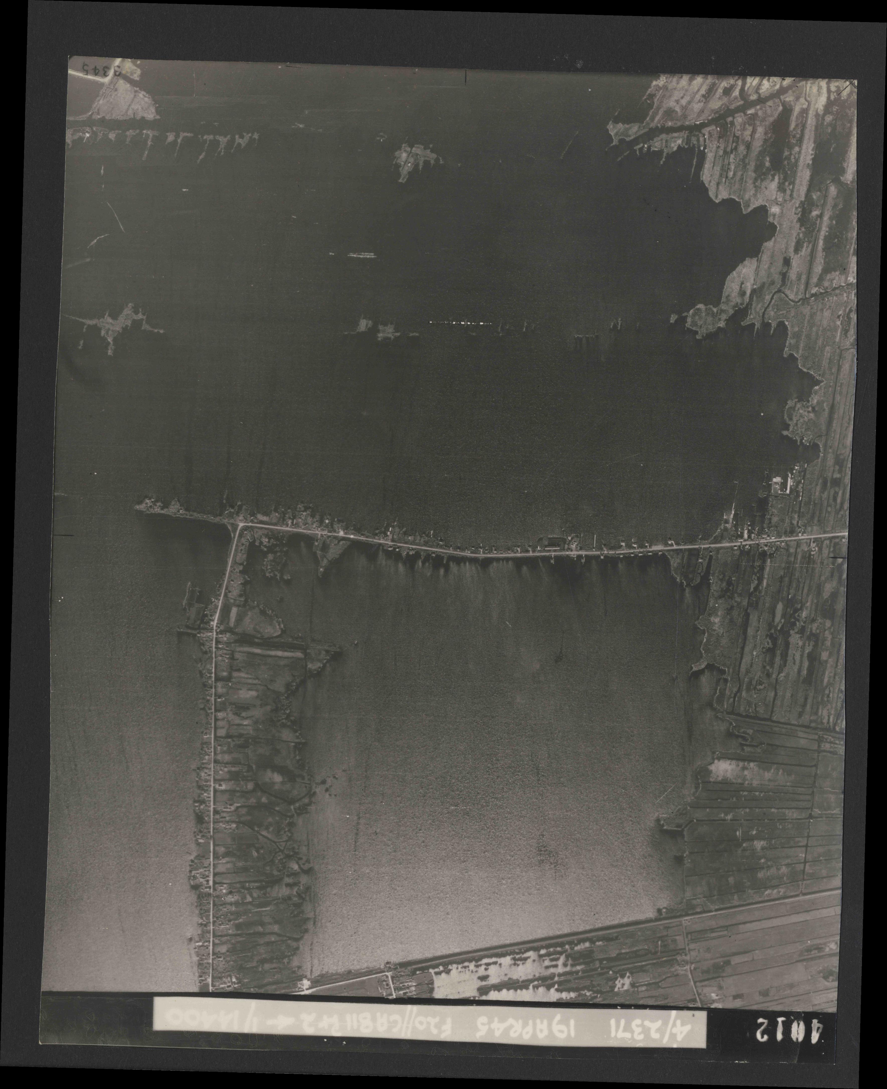 Collection RAF aerial photos 1940-1945 - flight 305, run 02, photo 4012