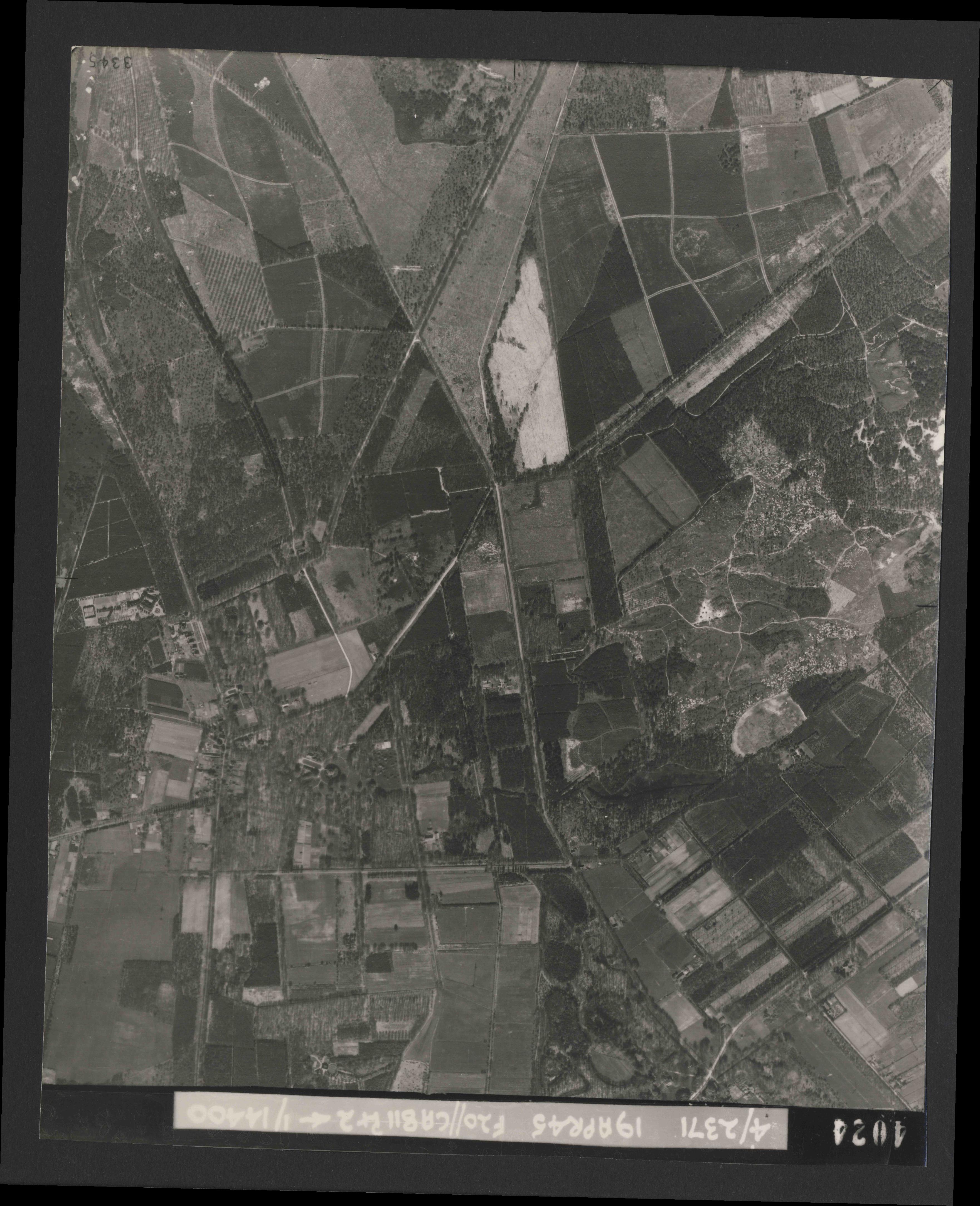 Collection RAF aerial photos 1940-1945 - flight 305, run 02, photo 4024