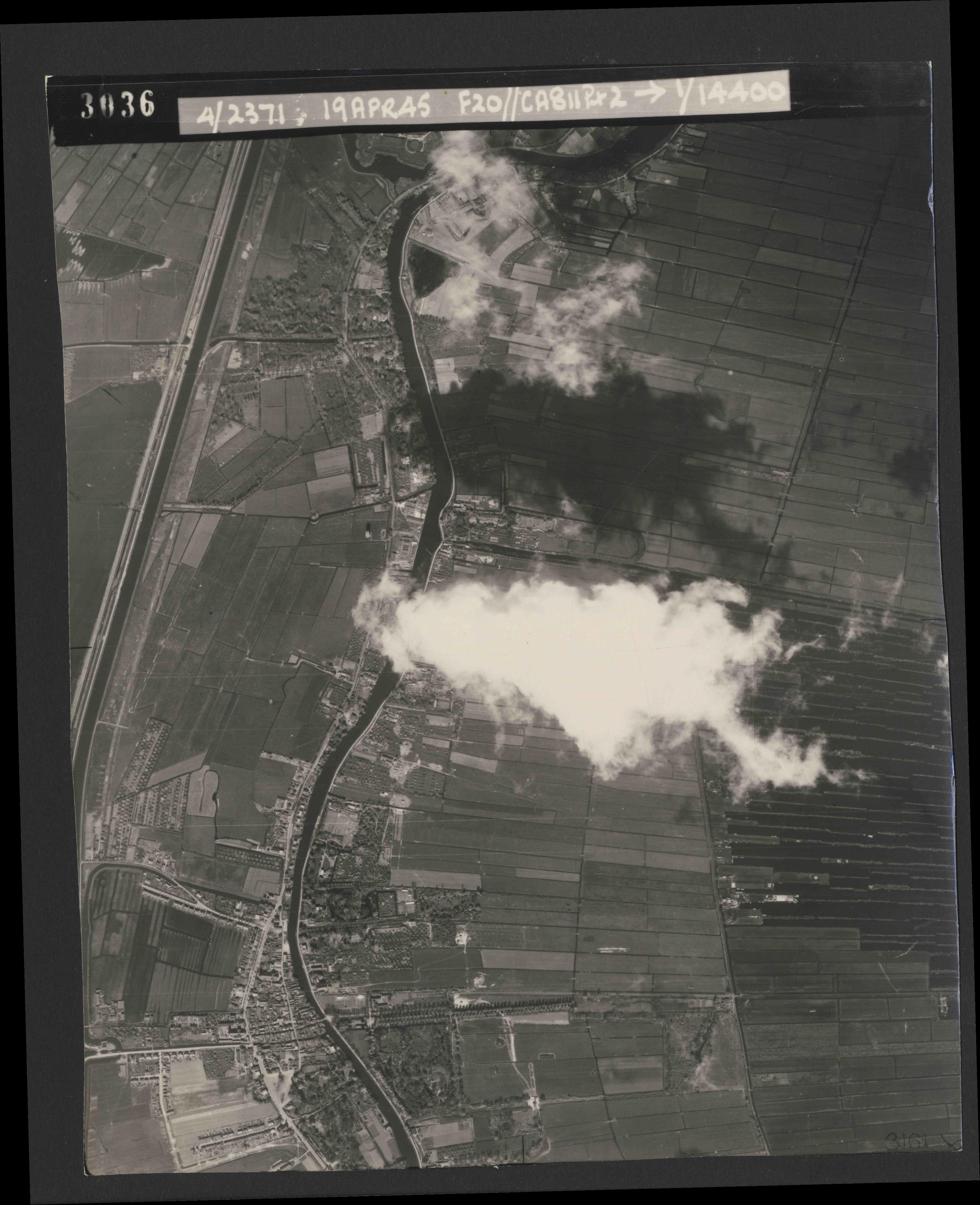 Collection RAF aerial photos 1940-1945 - flight 305, run 03, photo 3036