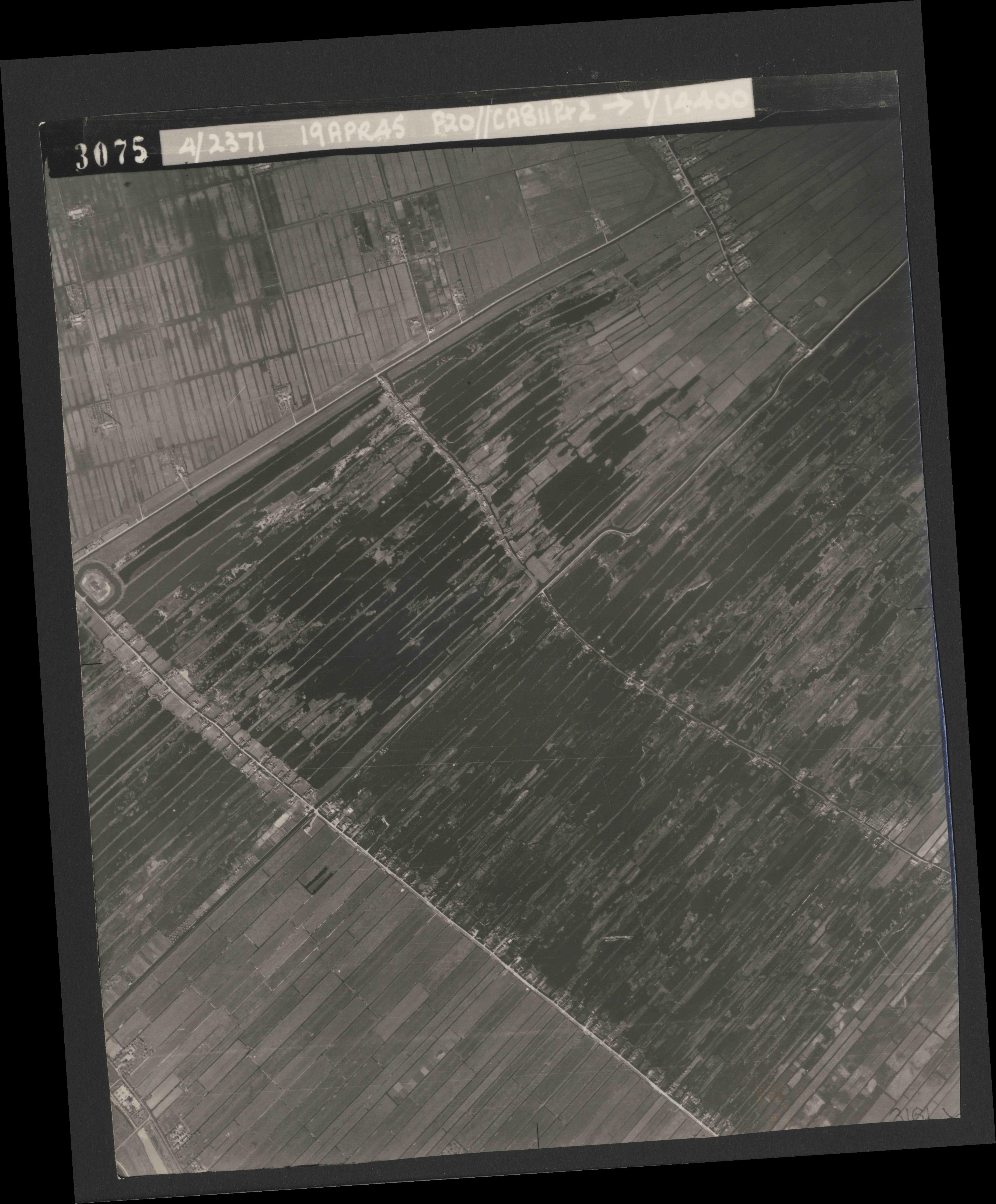 Collection RAF aerial photos 1940-1945 - flight 305, run 05, photo 3075