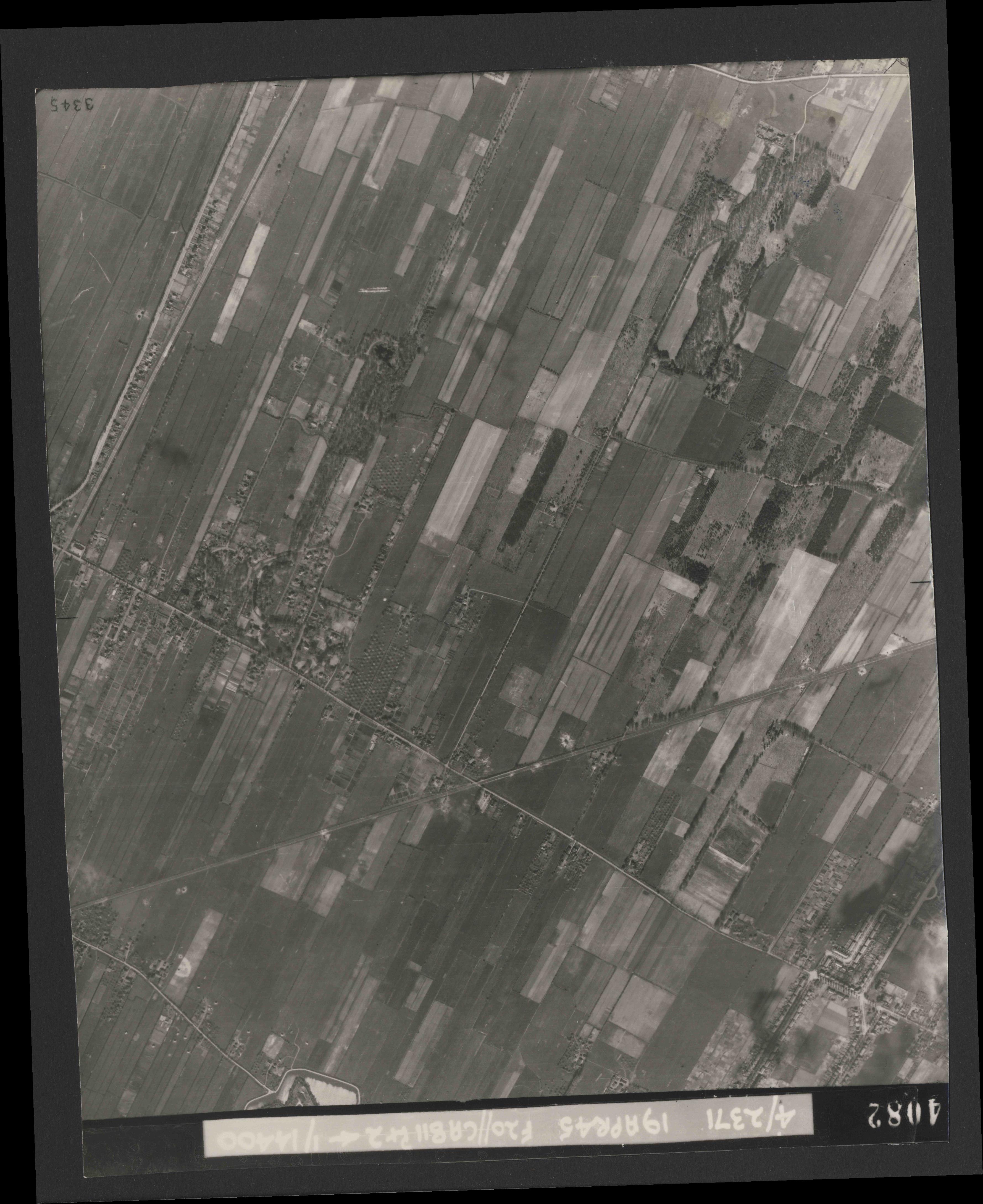 Collection RAF aerial photos 1940-1945 - flight 305, run 06, photo 4082