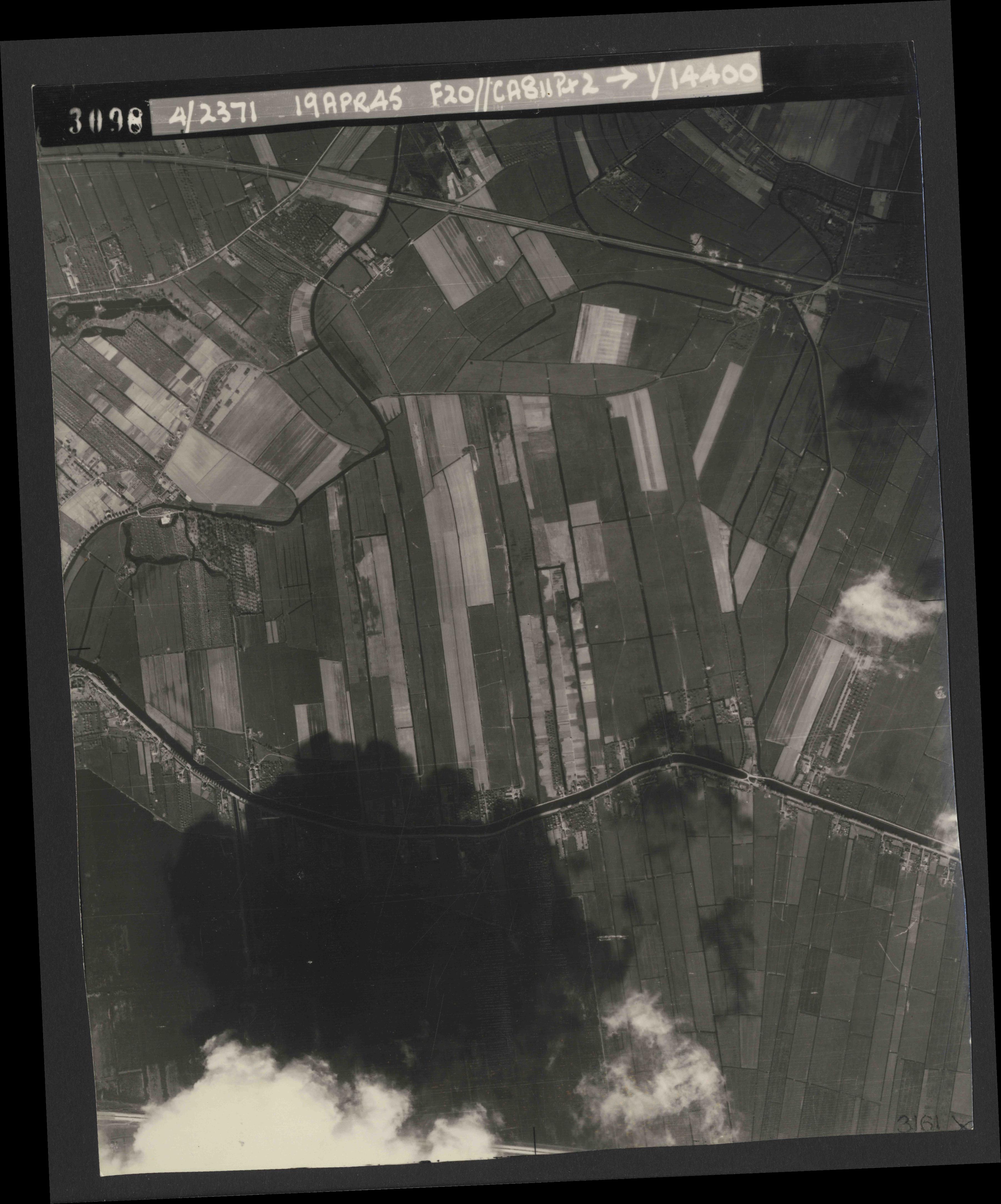Collection RAF aerial photos 1940-1945 - flight 305, run 07, photo 3098