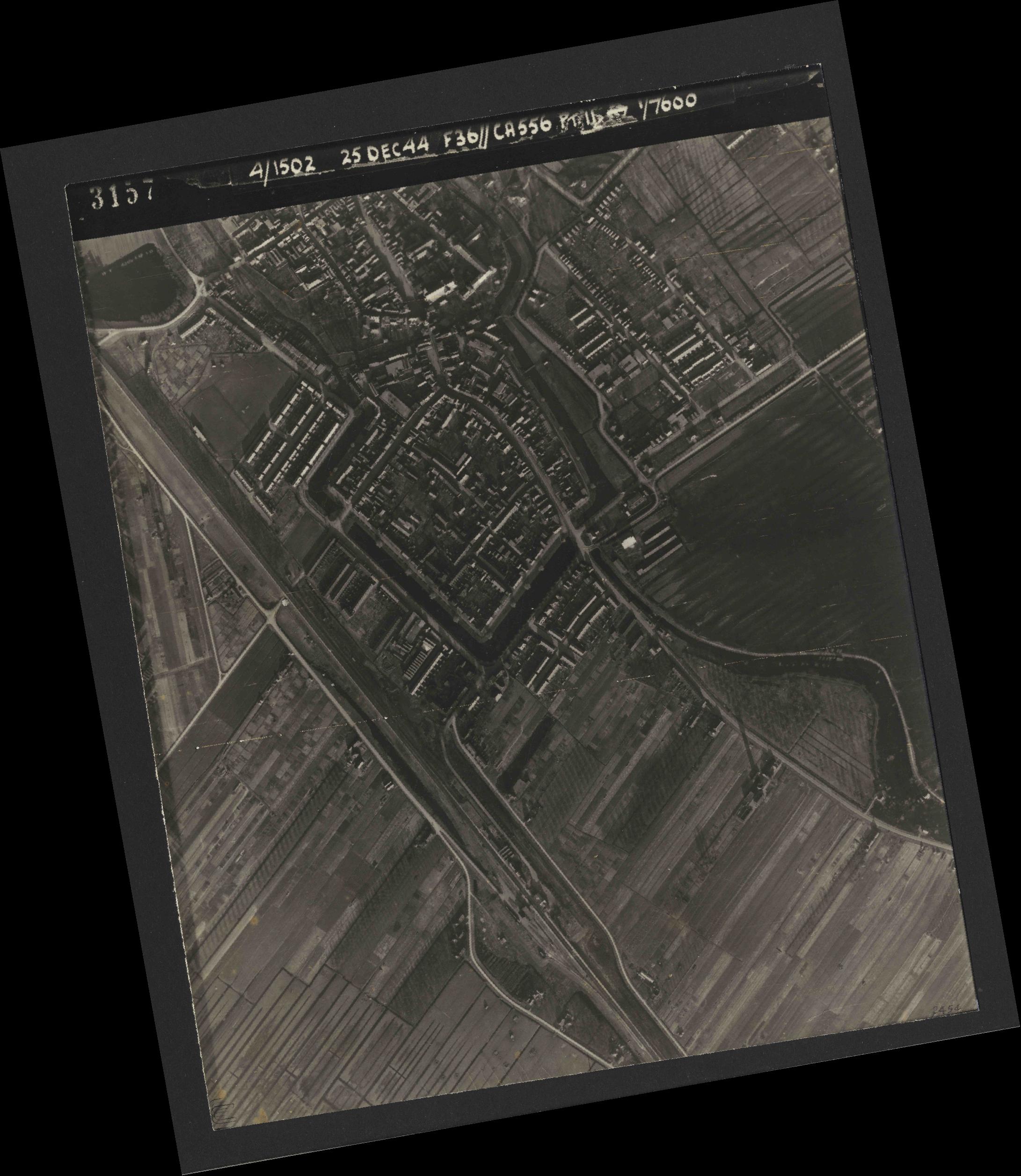 Collection RAF aerial photos 1940-1945 - flight 306, run 06, photo 3157