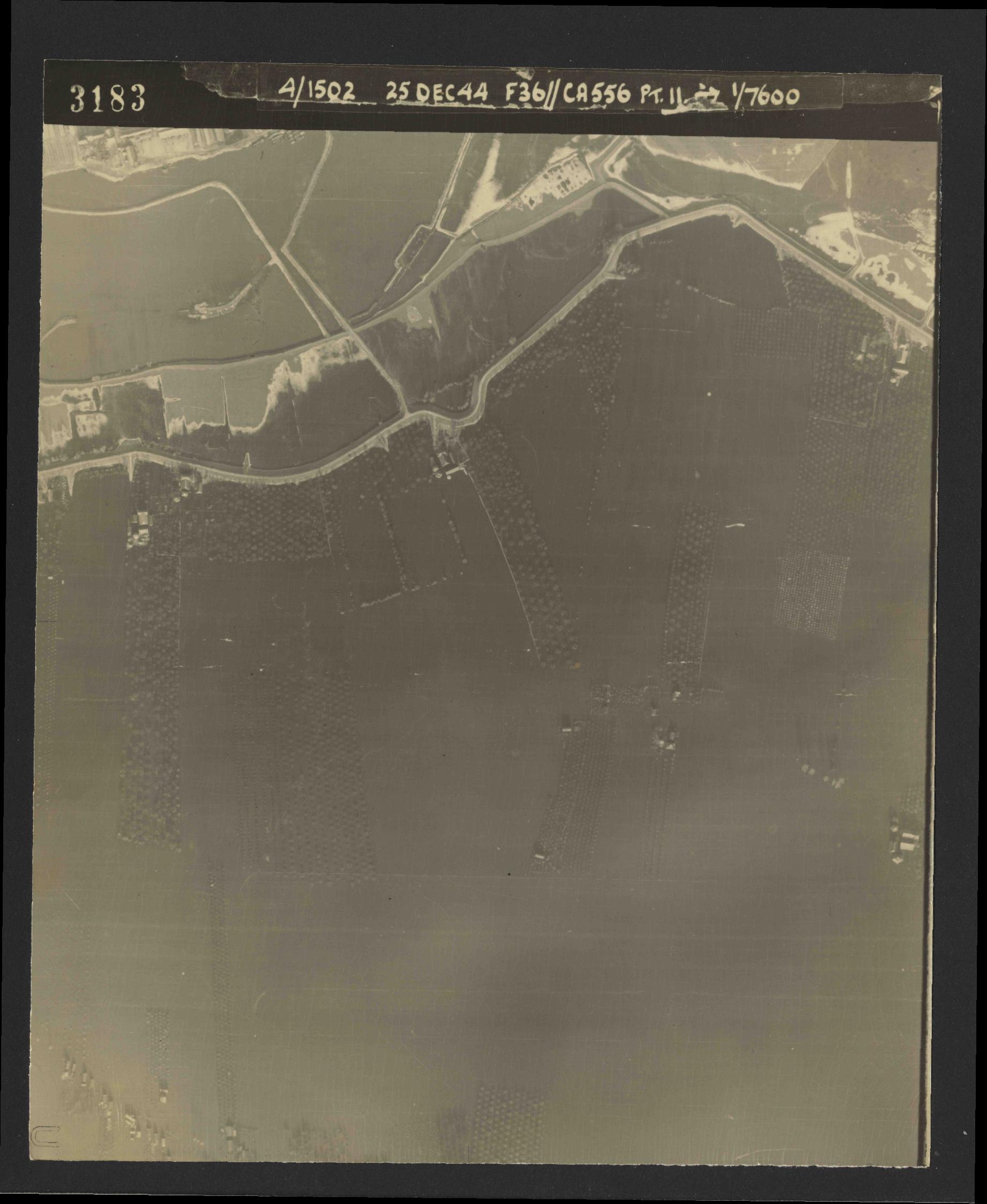 Collection RAF aerial photos 1940-1945 - flight 306, run 06, photo 3183