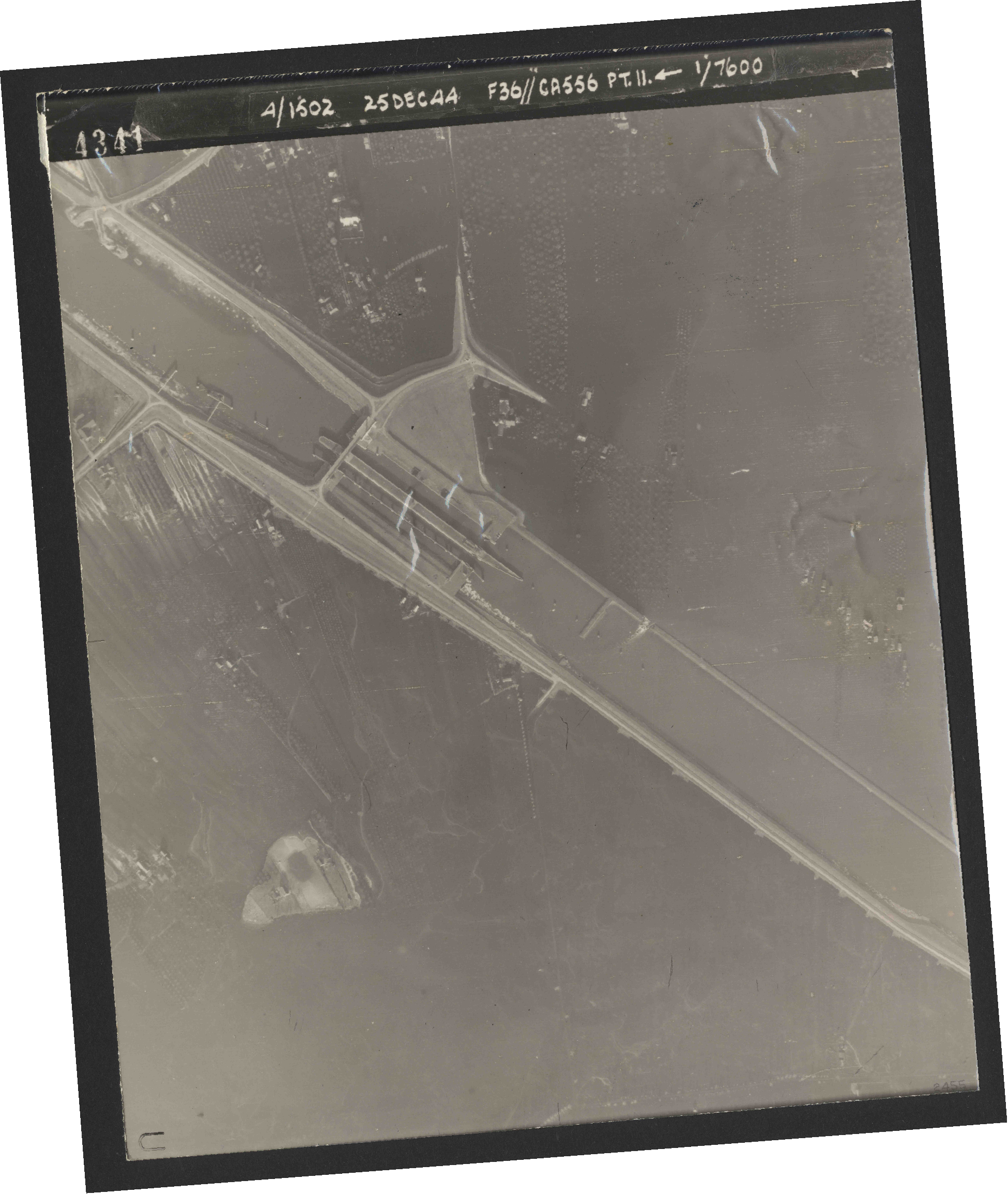 Collection RAF aerial photos 1940-1945 - flight 306, run 11, photo 4341