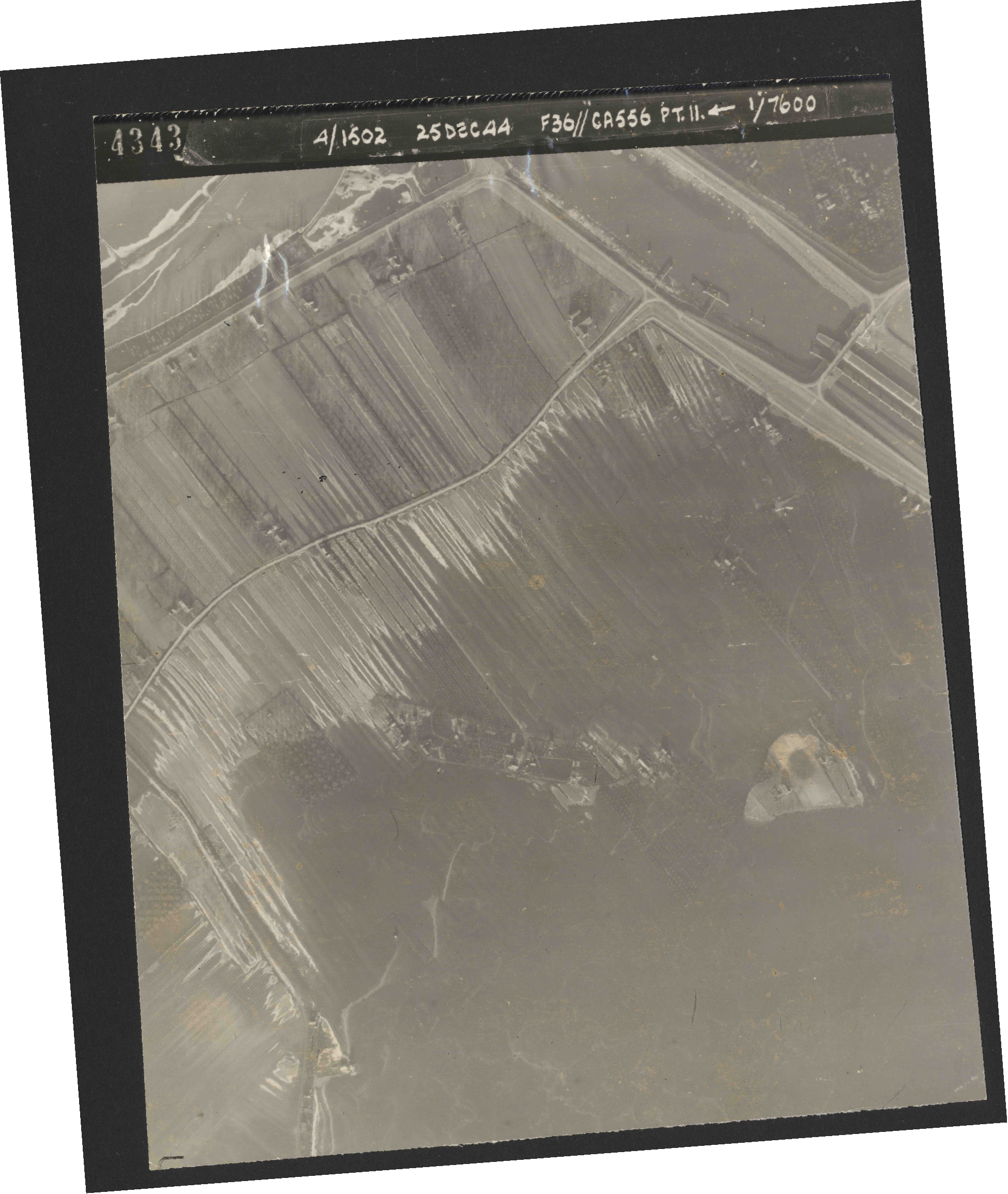 Collection RAF aerial photos 1940-1945 - flight 306, run 11, photo 4343