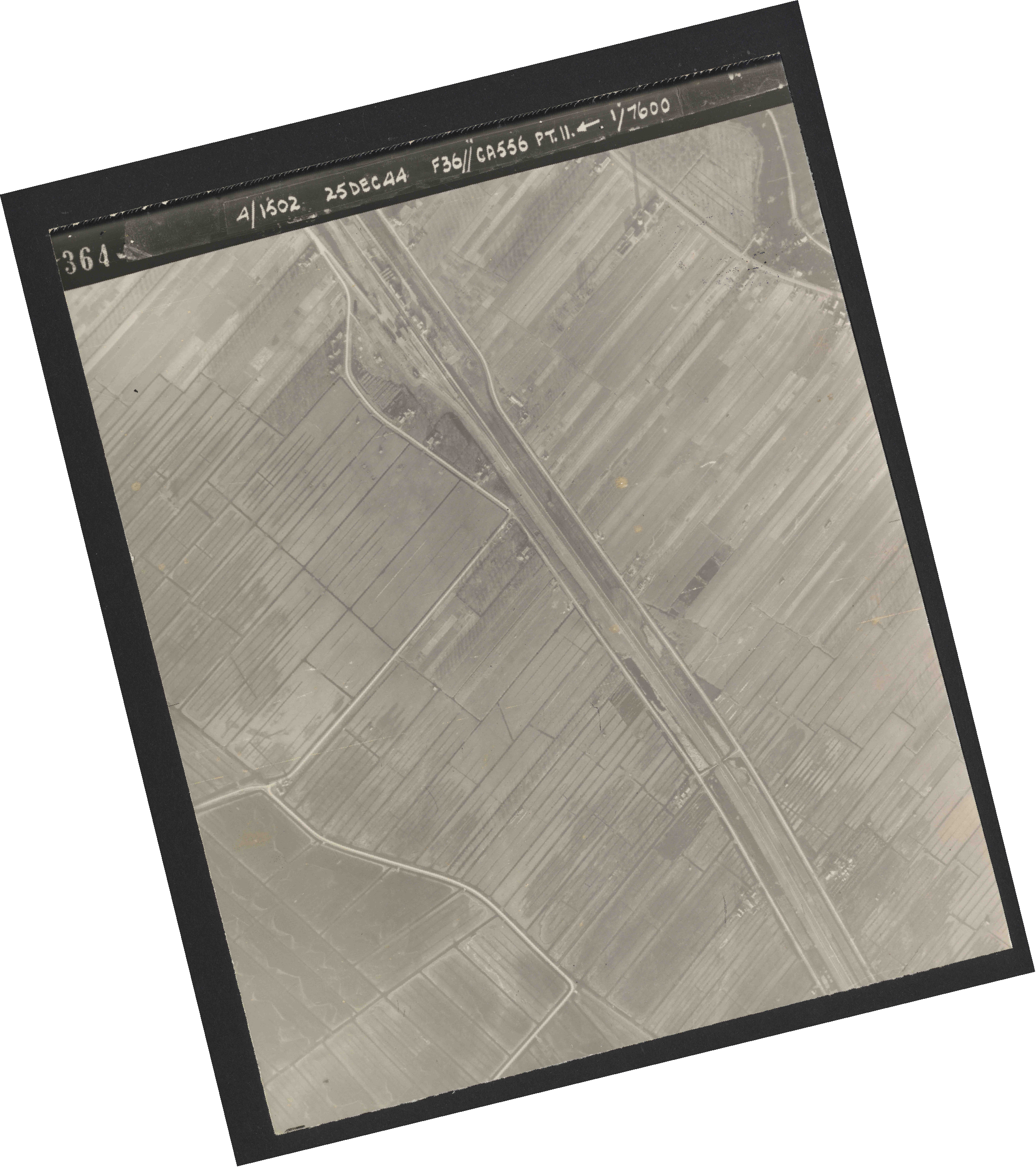 Collection RAF aerial photos 1940-1945 - flight 306, run 11, photo 4364