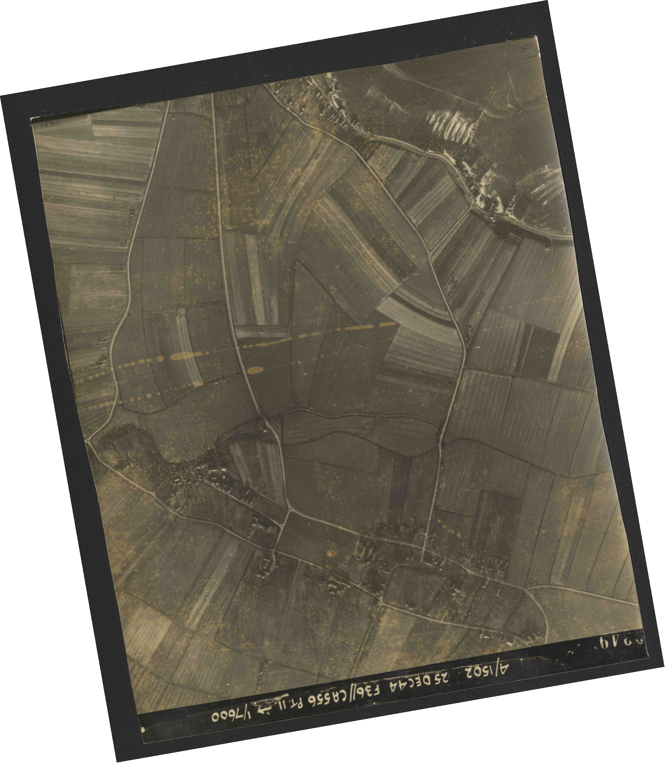 Collection RAF aerial photos 1940-1945 - flight 306, run 12, photo 3349