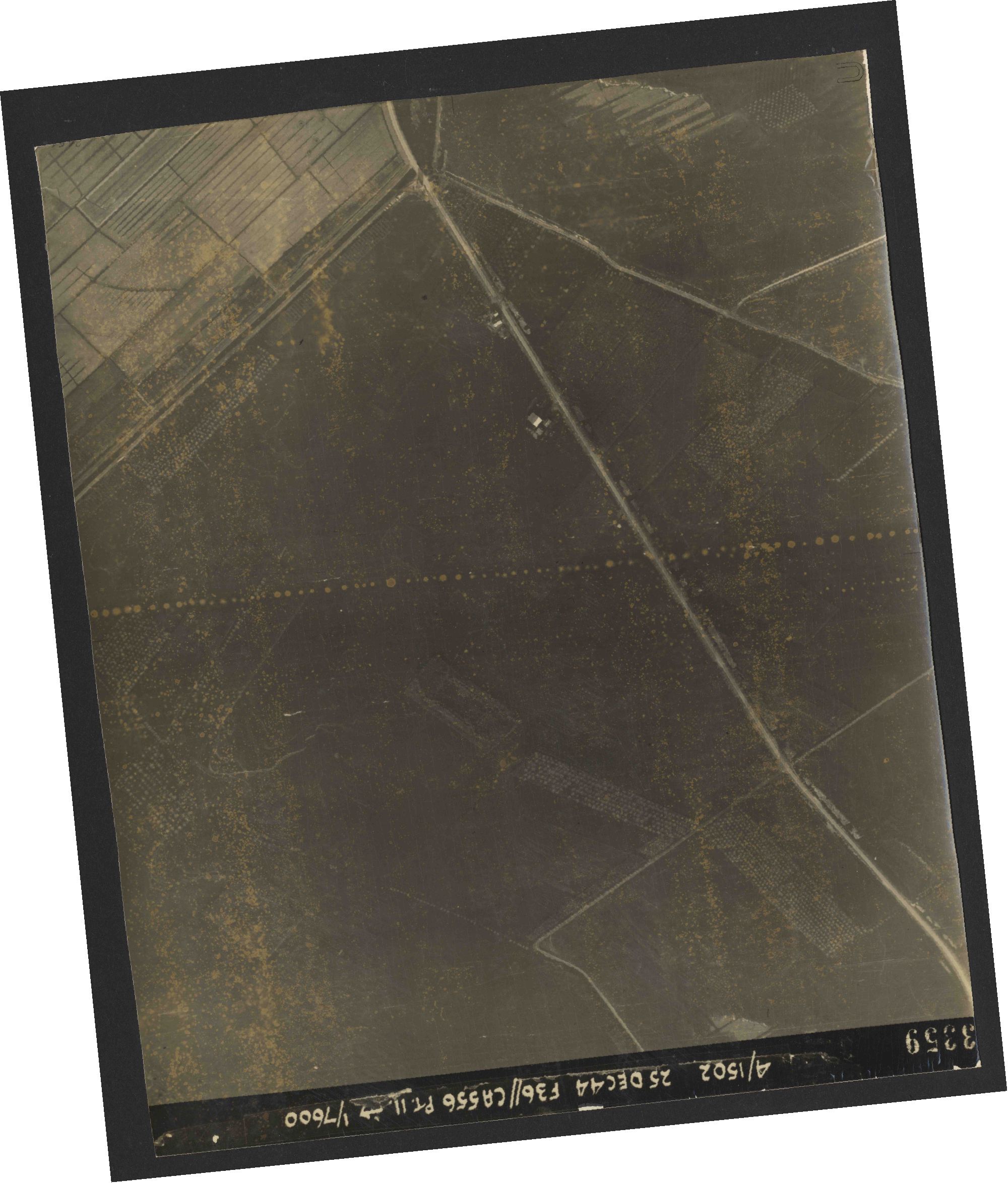 Collection RAF aerial photos 1940-1945 - flight 306, run 12, photo 3359