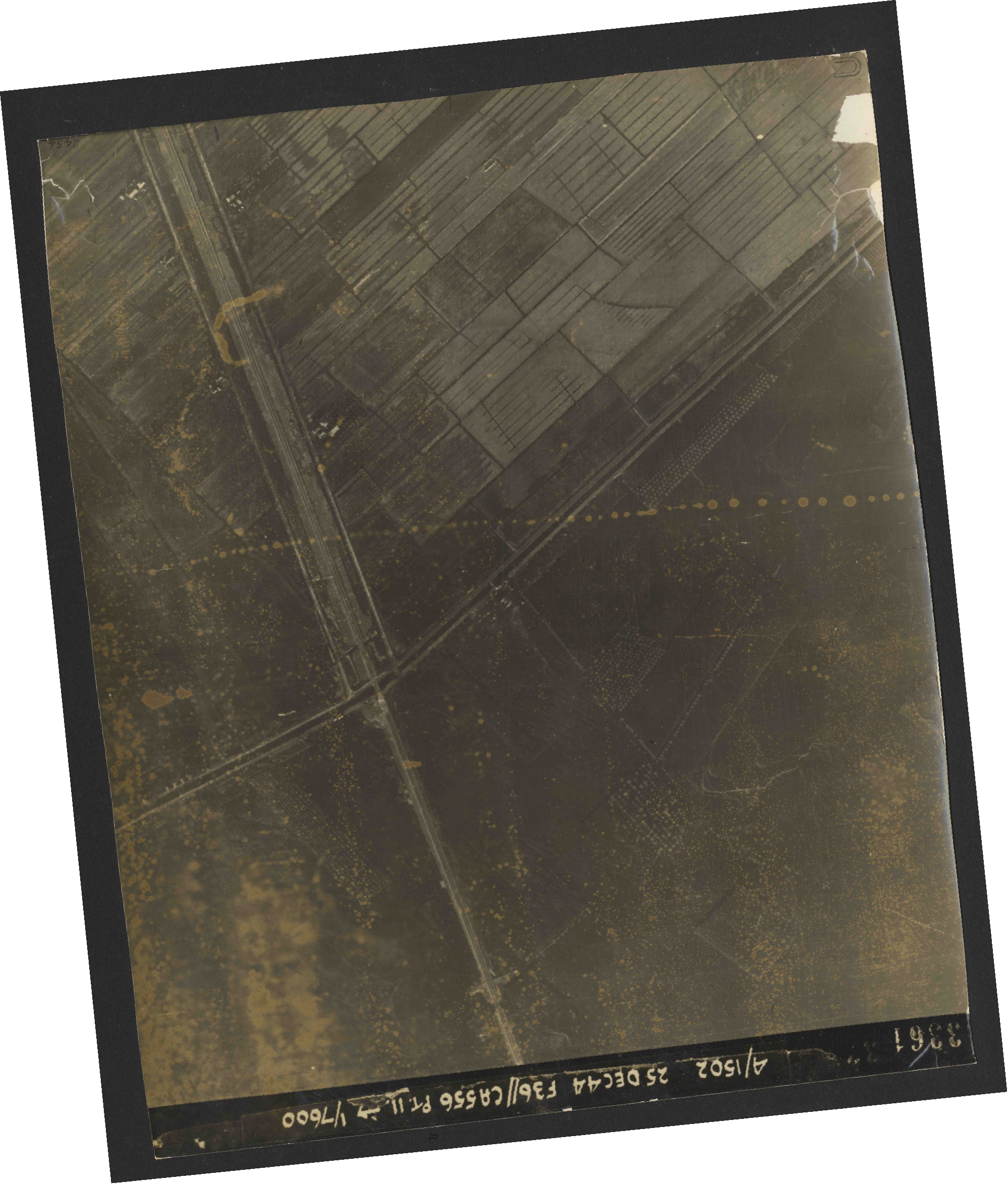 Collection RAF aerial photos 1940-1945 - flight 306, run 12, photo 3361