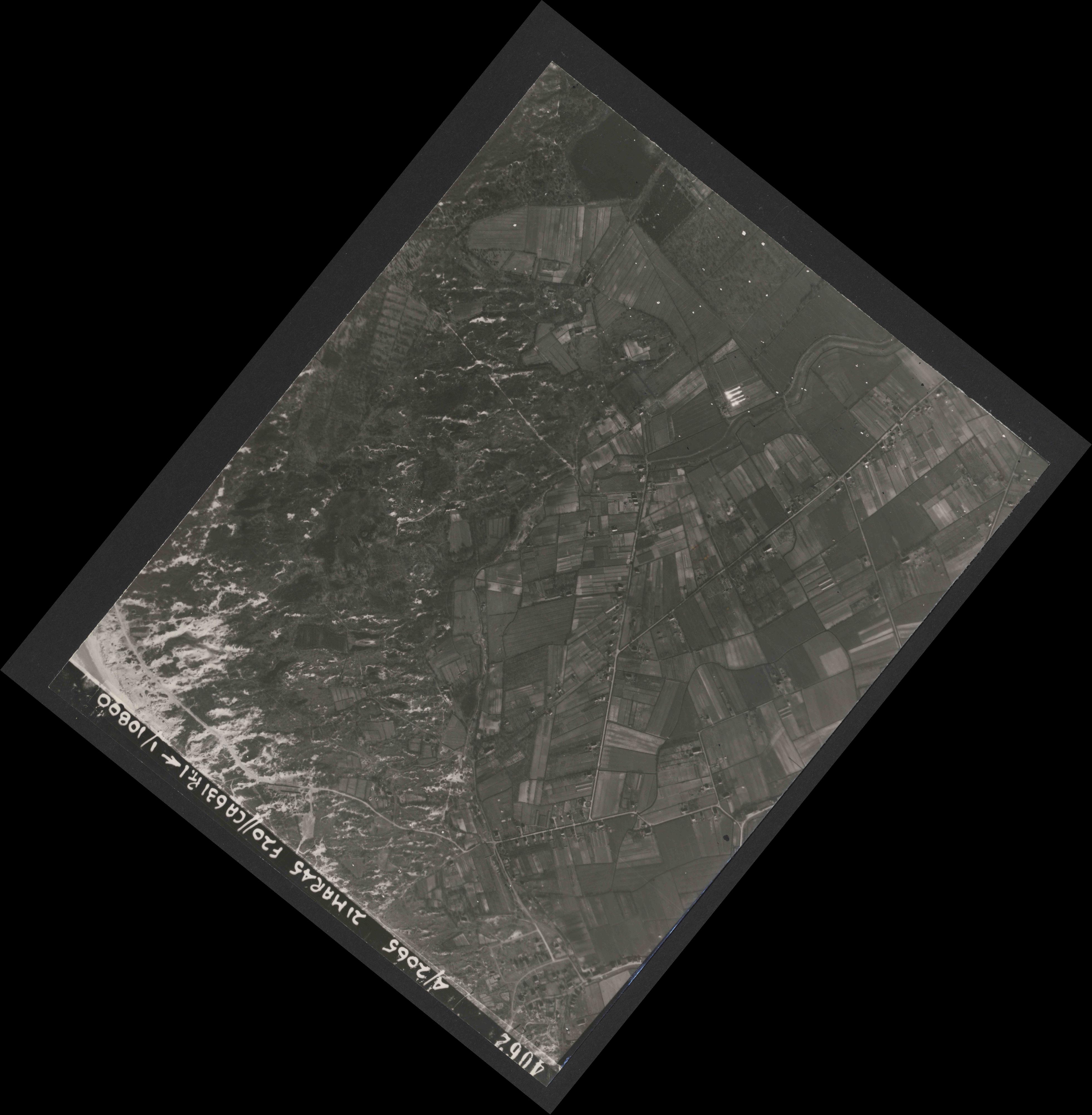 Collection RAF aerial photos 1940-1945 - flight 308, run 02, photo 4062