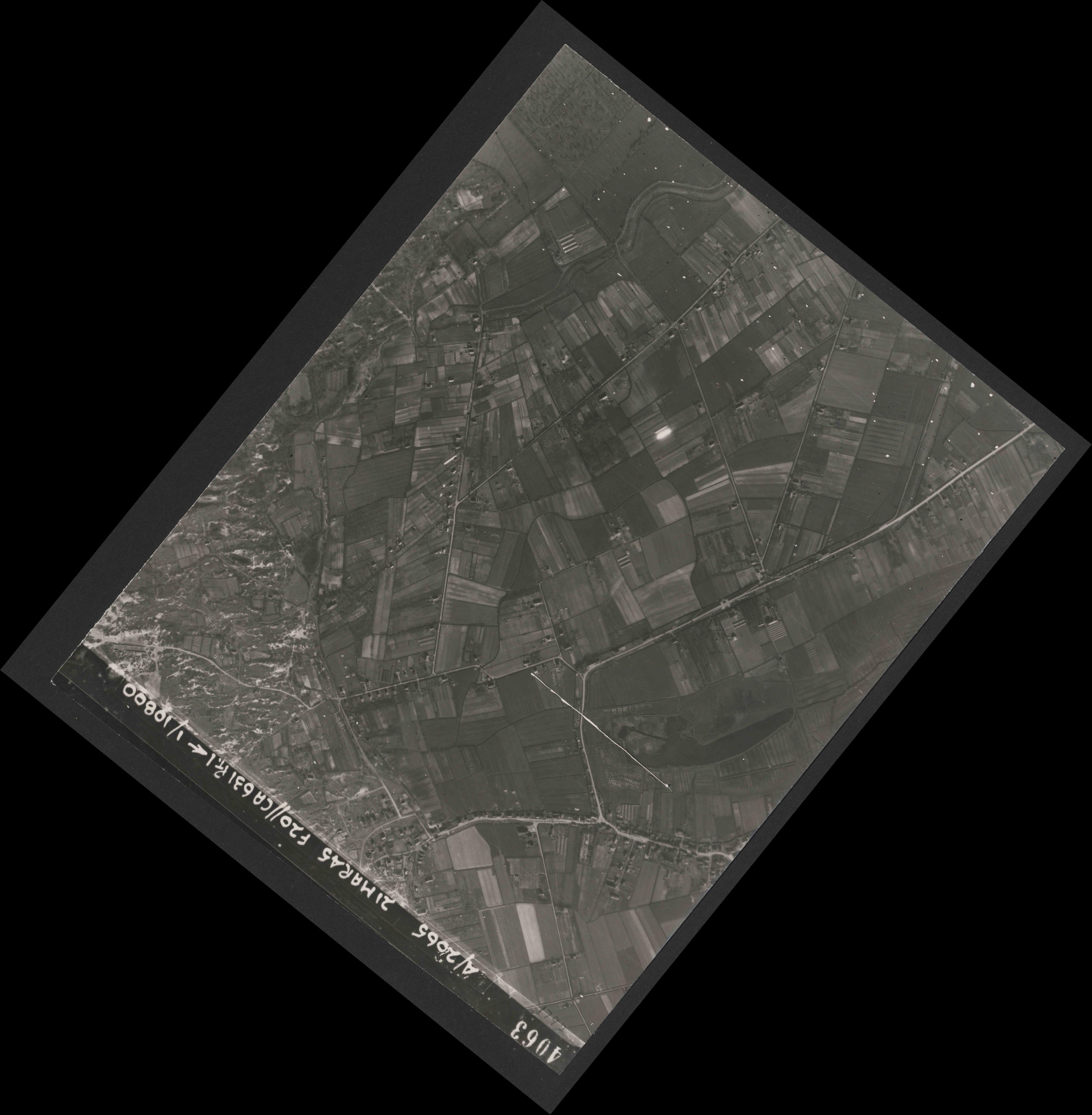 Collection RAF aerial photos 1940-1945 - flight 308, run 02, photo 4063