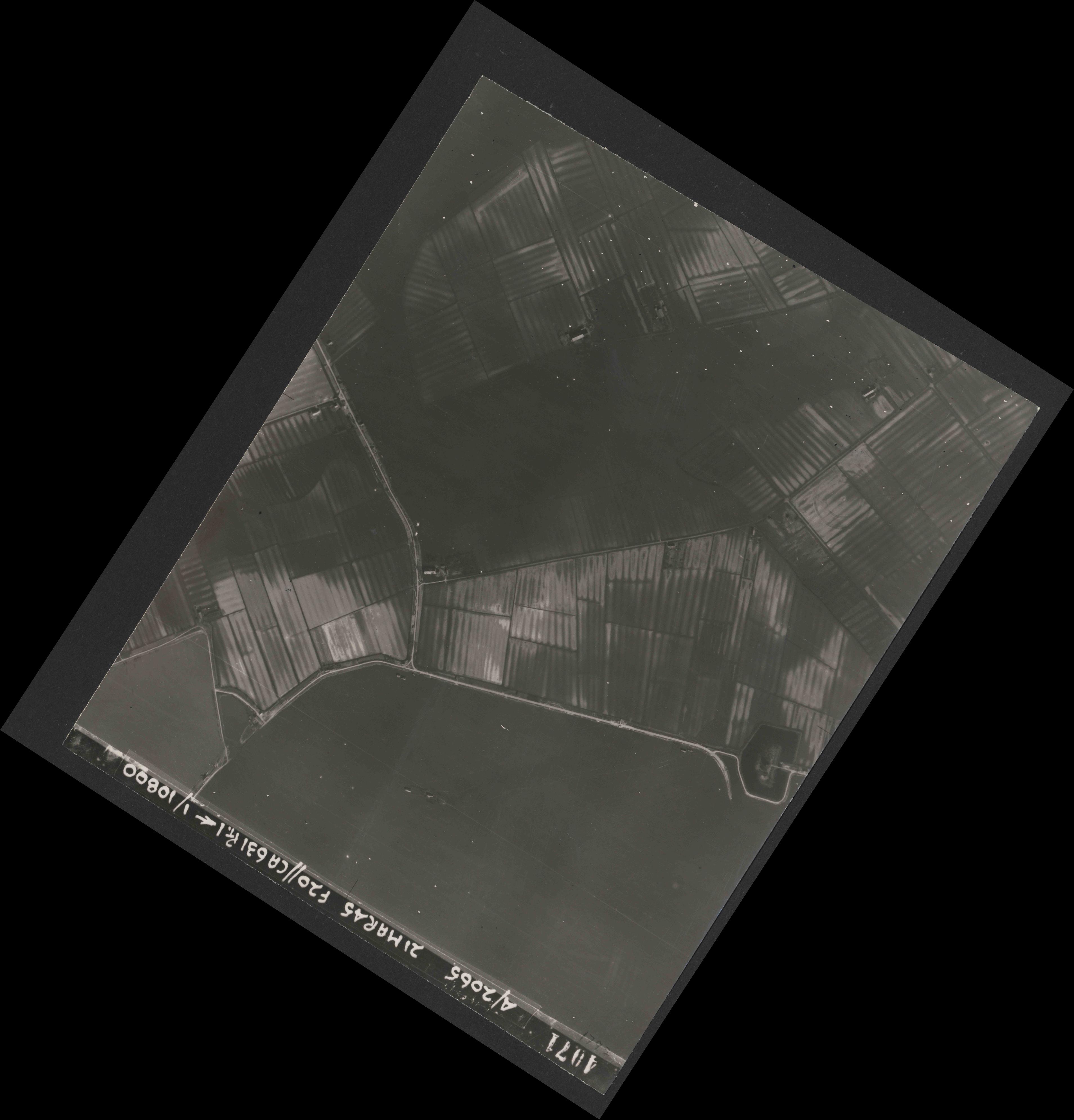 Collection RAF aerial photos 1940-1945 - flight 308, run 02, photo 4071