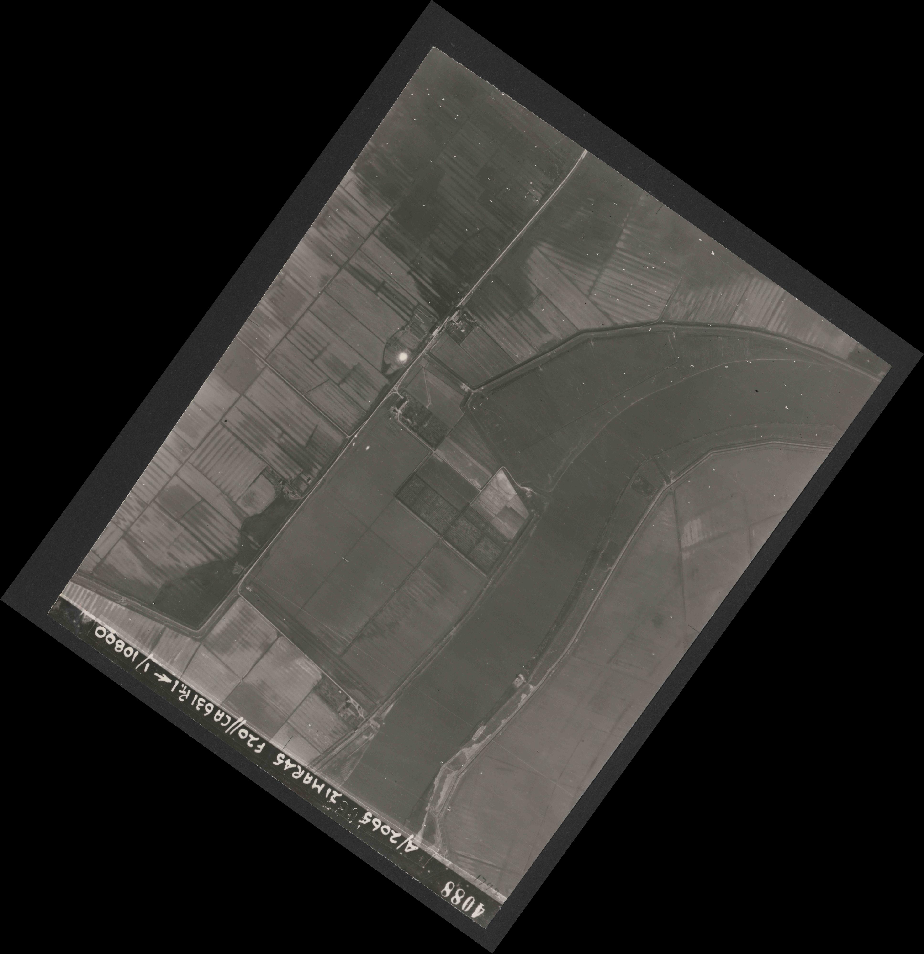 Collection RAF aerial photos 1940-1945 - flight 308, run 02, photo 4088